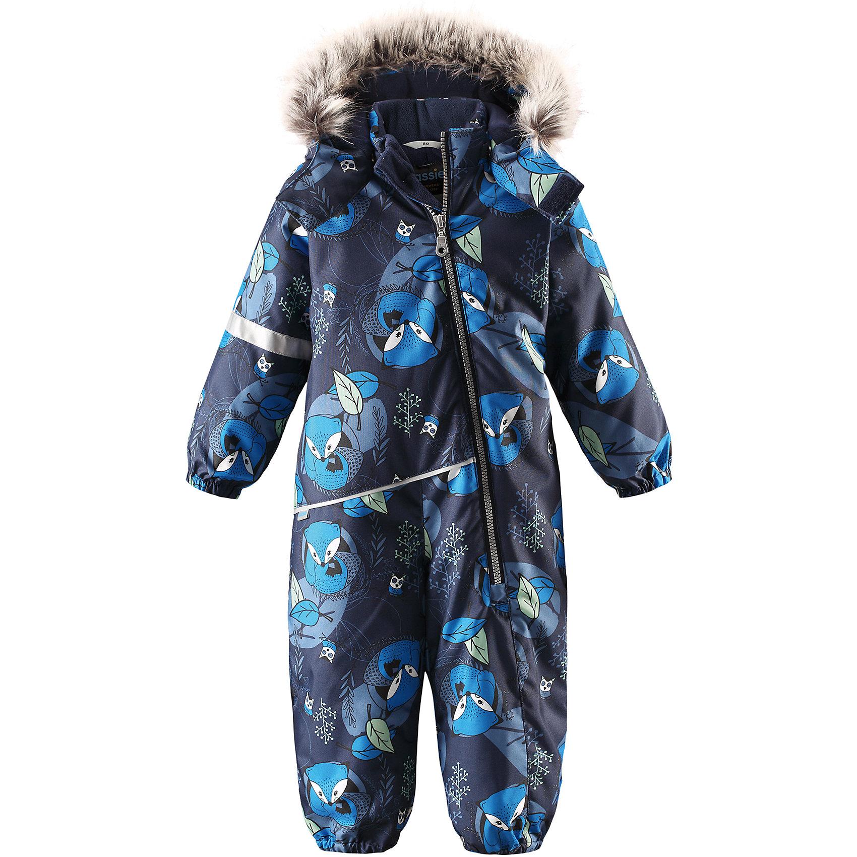 Комбинезон LassieОдежда<br>Характеристики товара:<br><br>• цвет: синий;<br>• состав: 100% полиэстер, полиуретановое покрытие;<br>• подкладка: 100% полиэстер;<br>• утеплитель: 180 г/м2;<br>• сезон: зима;<br>• температурный режим: от 0 до -20С;<br>• водонепроницаемость: 1000 мм;<br>• воздухопроницаемость: 1000 мм;<br>• износостойкость: 50000 циклов (тест Мартиндейла)<br>• застежка: молния с защитой подбородка;<br>• водоотталкивающий, ветронепроницаемый и дышащий материал;<br>• сверхпрочный материал;<br>• гладкая подкладка из полиэстера;<br>• безопасный съемный капюшон;<br>• съемный искусственный мех на капюшоне;<br>• эластичные манжеты; <br>• эластичные штанины;<br>• съемные эластичные штрипки;<br>• светоотражающие детали;<br>• страна бренда: Финляндия;<br>• страна изготовитель: Китай;<br><br>Этот красивый комбинезон для малышей исполнен волшебного духа зимы, но при этом очень практичен. Длинная молния спереди облегчает надевание, а съемные штрипки не дают концам брючин задираться. Комбинезон изготовлен из прочного, ветронепроницаемого и дышащего материала с верхним водо- и грязеотталкивающим слоем, он обеспечивает полный комфорт во время веселых прогулок. Задний средний шов проклеен, водонепроницаем. Безопасный съемный капюшон со стильной оторочкой из искусственного меха оживляет зимний образ!<br><br><br>Комбинезон Lassie (Ласси) можно купить в нашем интернет-магазине.<br><br>Ширина мм: 356<br>Глубина мм: 10<br>Высота мм: 245<br>Вес г: 519<br>Цвет: синий<br>Возраст от месяцев: 24<br>Возраст до месяцев: 36<br>Пол: Унисекс<br>Возраст: Детский<br>Размер: 98,74,80,86,92<br>SKU: 6905370