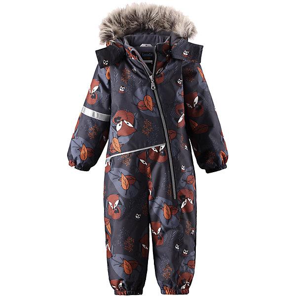 Комбинезон LassieВерхняя одежда<br>Характеристики товара:<br><br>• цвет: черный;<br>• состав: 100% полиэстер, полиуретановое покрытие;<br>• подкладка: 100% полиэстер;<br>• утеплитель: 180 г/м2;<br>• сезон: зима;<br>• температурный режим: от 0 до -20С;<br>• водонепроницаемость: 1000 мм;<br>• воздухопроницаемость: 1000 мм;<br>• износостойкость: 50000 циклов (тест Мартиндейла)<br>• застежка: молния с защитой подбородка;<br>• водоотталкивающий, ветронепроницаемый и дышащий материал;<br>• сверхпрочный материал;<br>• гладкая подкладка из полиэстера;<br>• безопасный съемный капюшон;<br>• съемный искусственный мех на капюшоне;<br>• эластичные манжеты; <br>• эластичные штанины;<br>• съемные эластичные штрипки;<br>• светоотражающие детали;<br>• страна бренда: Финляндия;<br>• страна изготовитель: Китай;<br><br>Этот красивый комбинезон для малышей исполнен волшебного духа зимы, но при этом очень практичен. Длинная молния спереди облегчает надевание, а съемные штрипки не дают концам брючин задираться. Комбинезон изготовлен из прочного, ветронепроницаемого и дышащего материала с верхним водо- и грязеотталкивающим слоем, он обеспечивает полный комфорт во время веселых прогулок. Задний средний шов проклеен, водонепроницаем. Безопасный съемный капюшон со стильной оторочкой из искусственного меха оживляет зимний образ!<br><br><br>Комбинезон Lassie (Ласси) можно купить в нашем интернет-магазине.<br><br>Ширина мм: 356<br>Глубина мм: 10<br>Высота мм: 245<br>Вес г: 519<br>Цвет: серый<br>Возраст от месяцев: 24<br>Возраст до месяцев: 36<br>Пол: Мужской<br>Возраст: Детский<br>Размер: 74,80,86,92,98<br>SKU: 6905382