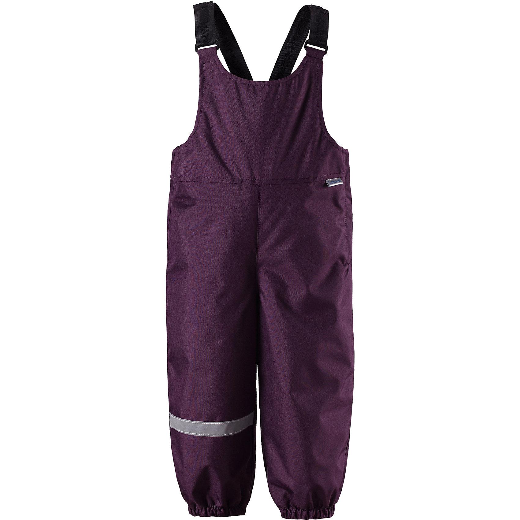 Брюки LassieВерхняя одежда<br>Характеристики товара:<br><br>• цвет: фиолетовый;<br>• состав: 100% полиэстер, полиуретановое покрытие;<br>• подкладка: 100% полиэстер;<br>• утеплитель: 140 г/м2;<br>• сезон: зима;<br>• температурный режим: от 0 до -20С;<br>• водонепроницаемость: 1000 мм;<br>• воздухопроницаемость: 2000 мм;<br>• износостойкость: 20000 циклов (тест Мартиндейла)<br>• застежка: молния сбоку;<br>• водоотталкивающий, ветронепроницаемый и дышащий материал;<br>• задний серединный шов проклеен;<br>• гладкая подкладка из полиэстера;<br>• эластичные штанины;<br>• регулируемые эластичные подтяжки;<br>• светоотражающие детали;<br>• страна бренда: Финляндия;<br>• страна изготовитель: Китай;<br><br>Теплые зимние брюки для малышей с регулируемыми подтяжками и съемными штрипками очень удобно сидят. Молния сбоку облегчает надевание, а флисовая подкладка на седалище обеспечивает дополнительное утепление. <br><br>Брюки Lassie (Ласси) можно купить в нашем интернет-магазине.<br><br>Ширина мм: 215<br>Глубина мм: 88<br>Высота мм: 191<br>Вес г: 336<br>Цвет: лиловый<br>Возраст от месяцев: 24<br>Возраст до месяцев: 36<br>Пол: Унисекс<br>Возраст: Детский<br>Размер: 98,74,80,86,92<br>SKU: 6905388