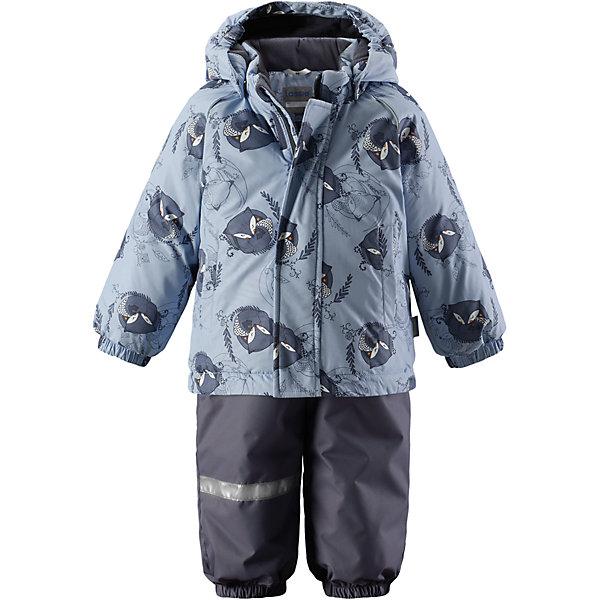 Комплект LassieОдежда<br>Характеристики товара:<br><br>• цвет: голубой;<br>• состав: 100% полиэстер, полиуретановое покрытие;<br>• подкладка: 100% полиэстер;<br>• утеплитель: куртка 180 г/м2, брюки 140 г/м2;<br>• сезон: зима;<br>• температурный режим: от 0 до -20С;<br>• водонепроницаемость: 1000 мм;<br>• воздухопроницаемость: 2000 мм;<br>• износостойкость: 15000/20000 циклов (тест Мартиндейла)<br>• застежка: молния с защитой подбородка, молния сбоку у брюк;<br>• водоотталкивающий, ветронепроницаемый и дышащий материал;<br>• задний серединный шов брюк проклеен;<br>• гладкая подкладка из полиэстера;<br>• безопасный съемный капюшон;<br>• эластичные манжеты;<br>• регулируемый подол;<br>• эластичные штанины;<br>• съемные эластичные штрипки;<br>• два прорезных кармана;<br>• регулируемые эластичные подтяжки;<br>• светоотражающие детали;<br>• страна бренда: Финляндия;<br>• страна изготовитель: Китай;<br><br>Изумительный зимний комплект для малышей согреет вашего кроху во время прогулок на свежем воздухе. Безопасный съемный капюшон защищает щечки от морозного ветра. Регулируемый подол позволяет откорректировать куртку идеально по фигуре, а благодаря регулируемым подтяжкам и штрипкам брюки не сползут и не будут задираться даже во время самых активных игр на снегу. Удобные прорезные карманы помогут сберечь все маленькие сокровища!<br><br>Комплект Lassie (Ласси) можно купить в нашем интернет-магазине.<br><br>Ширина мм: 356<br>Глубина мм: 10<br>Высота мм: 245<br>Вес г: 519<br>Цвет: серый<br>Возраст от месяцев: 12<br>Возраст до месяцев: 15<br>Пол: Мужской<br>Возраст: Детский<br>Размер: 80,98,92,86<br>SKU: 6905411