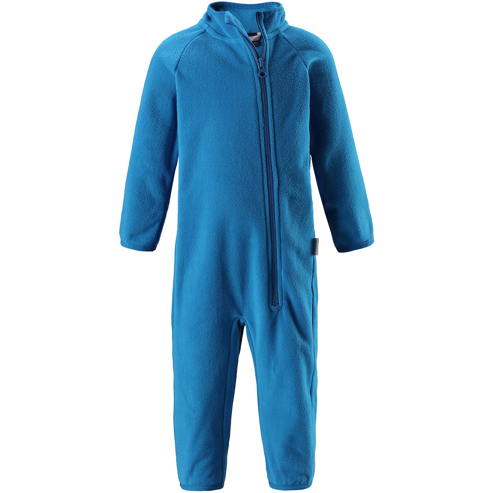 Флисовый комбинезон LassieОдежда<br>Характеристики товара:<br><br>• цвет: голубой;<br>• состав: 100% полиэстер; <br>• сезон: зима;<br>• температурный режим: от 0 до -20С;<br>• выводит влагу в верхние слои одежды;<br>• дышащий, теплый и быстросохнущий флис;<br>• эластичный воротник, манжеты на рукавах и брючинах;<br>• длинная молния с защитой подбородка;<br>• страна бренда: Финляндия;<br>• страна изготовитель: Китай;<br><br>Флисовый комбинезон на молнии. Теплый комбинезон с эластичными манжетами на рукавах и брючинах.<br><br>Флисовый комбинезон Lassie (Ласси) можно купить в нашем интернет-магазине.<br><br>Ширина мм: 190<br>Глубина мм: 74<br>Высота мм: 229<br>Вес г: 236<br>Цвет: синий<br>Возраст от месяцев: 6<br>Возраст до месяцев: 9<br>Пол: Унисекс<br>Возраст: Детский<br>Размер: 74,86,92,98,68,80<br>SKU: 6905468
