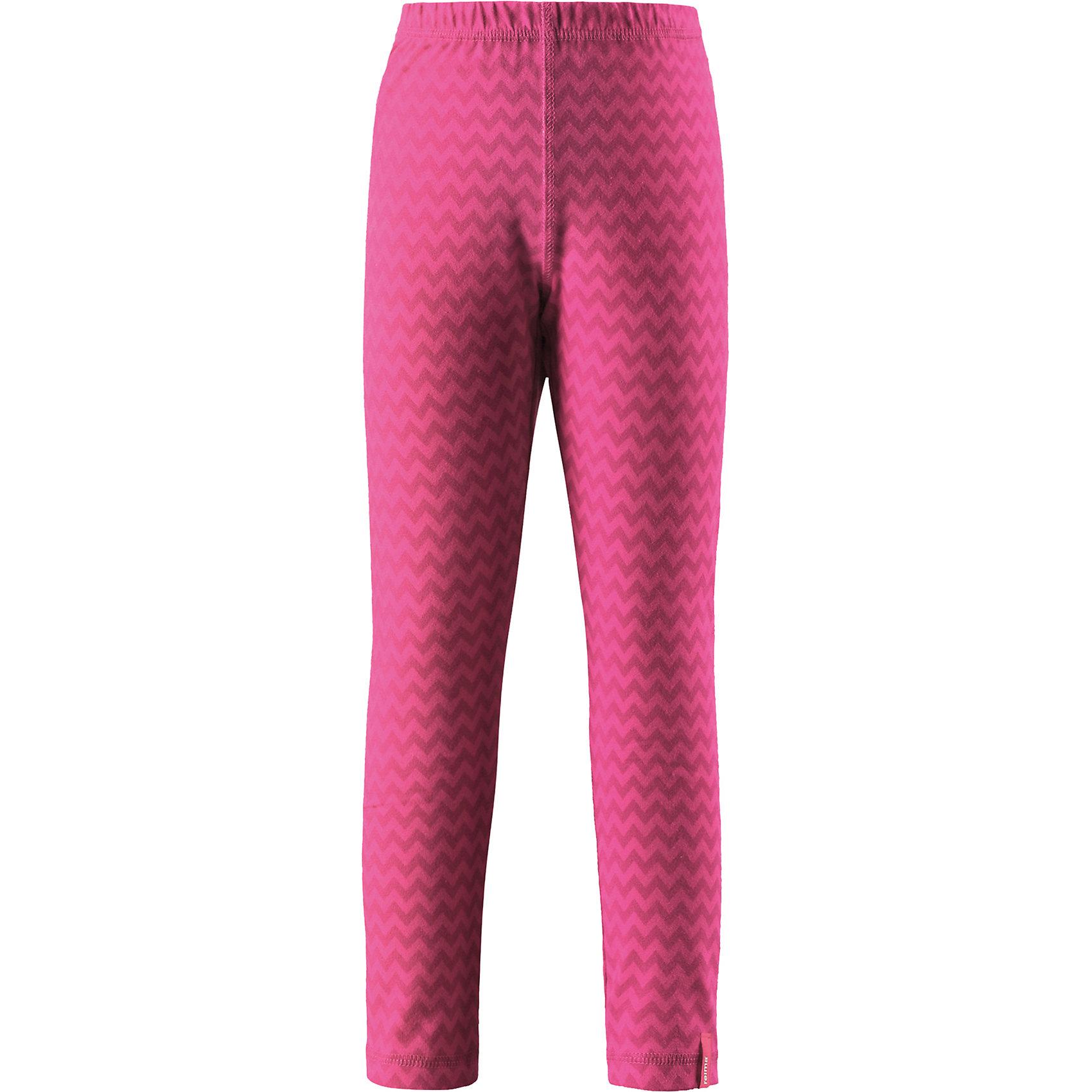 Брюки Reima ToimiiФлис и термобелье<br>Характеристики товара:<br><br>• цвет: розовый;<br>• состав: 61% хлопок, 33% полиэстер, 6% эластан; <br>• сезон: демисезон;<br>• быстросохнущий материал Play jersey, приятный на ощупь;<br>• мягкий хлопчатобумажный верх, внутренняя поверхность хорошо выводит влагу;<br>• эластичная талия;<br>• страна бренда: Финляндия;<br>• страна изготовитель: Китай;<br><br>Леггинсы изготовлены из удобного быстросохнущего материала Play Jersey. Хлопковая поверхность очень мягкая и приятна на ощупь, а изнаночная сторона эффективно отводит влагу. Благодаря эластану, ткань тянется, обеспечивает комфорт и не сковывает движений во время подвижных веселых игр. Одежду Play Jersey можно носить круглый год – материал имеет УФ-защиту 40+. <br><br>Брюки Toimii Reima (Рейма) можно купить в нашем интернет-магазине.<br><br>Ширина мм: 215<br>Глубина мм: 88<br>Высота мм: 191<br>Вес г: 336<br>Цвет: розовый<br>Возраст от месяцев: 156<br>Возраст до месяцев: 168<br>Пол: Унисекс<br>Возраст: Детский<br>Размер: 152,158,164,92,98,104,110,116,122,128,134,140,146<br>SKU: 6906109