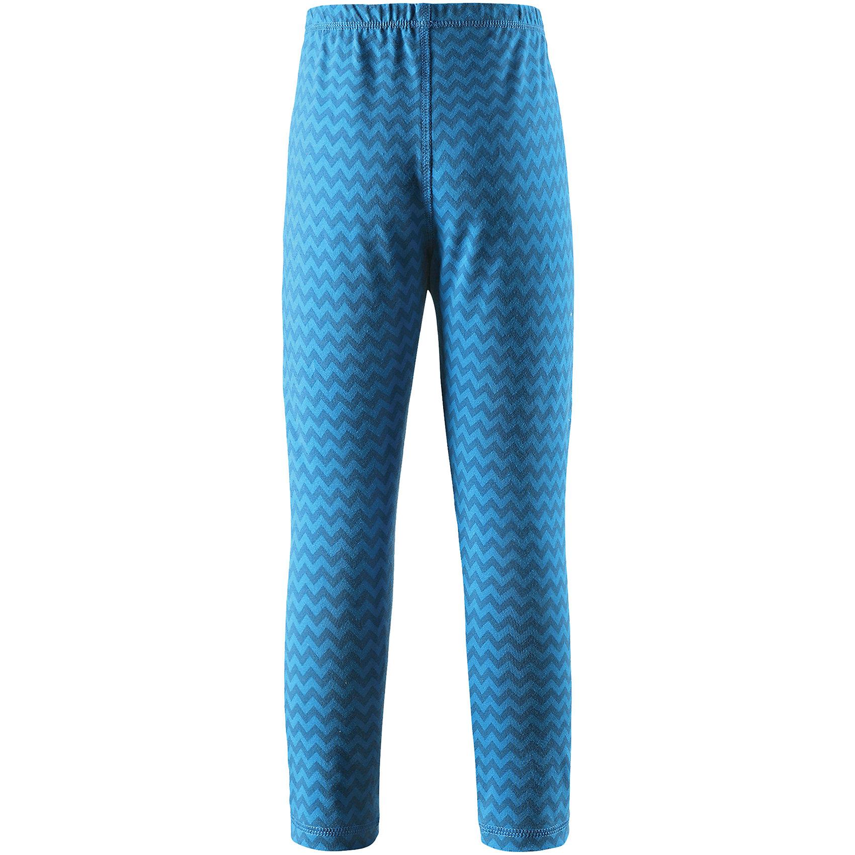 Брюки Reima ToimiiФлис и термобелье<br>Характеристики товара:<br><br>• цвет: голубой;<br>• состав: 61% хлопок, 33% полиэстер, 6% эластан; <br>• сезон: демисезон;<br>• быстросохнущий материал Play jersey, приятный на ощупь;<br>• мягкий хлопчатобумажный верх, внутренняя поверхность хорошо выводит влагу;<br>• эластичная талия;<br>• страна бренда: Финляндия;<br>• страна изготовитель: Китай;<br><br>Леггинсы изготовлены из удобного быстросохнущего материала Play Jersey. Хлопковая поверхность очень мягкая и приятна на ощупь, а изнаночная сторона эффективно отводит влагу. Благодаря эластану, ткань тянется, обеспечивает комфорт и не сковывает движений во время подвижных веселых игр. Одежду Play Jersey можно носить круглый год – материал имеет УФ-защиту 40+. <br><br>Брюки Toimii Reima (Рейма) можно купить в нашем интернет-магазине.<br><br>Ширина мм: 215<br>Глубина мм: 88<br>Высота мм: 191<br>Вес г: 336<br>Цвет: синий<br>Возраст от месяцев: 84<br>Возраст до месяцев: 96<br>Пол: Унисекс<br>Возраст: Детский<br>Размер: 128,98,104,140,146,152,158,164,92,134,110,116,122<br>SKU: 6906151