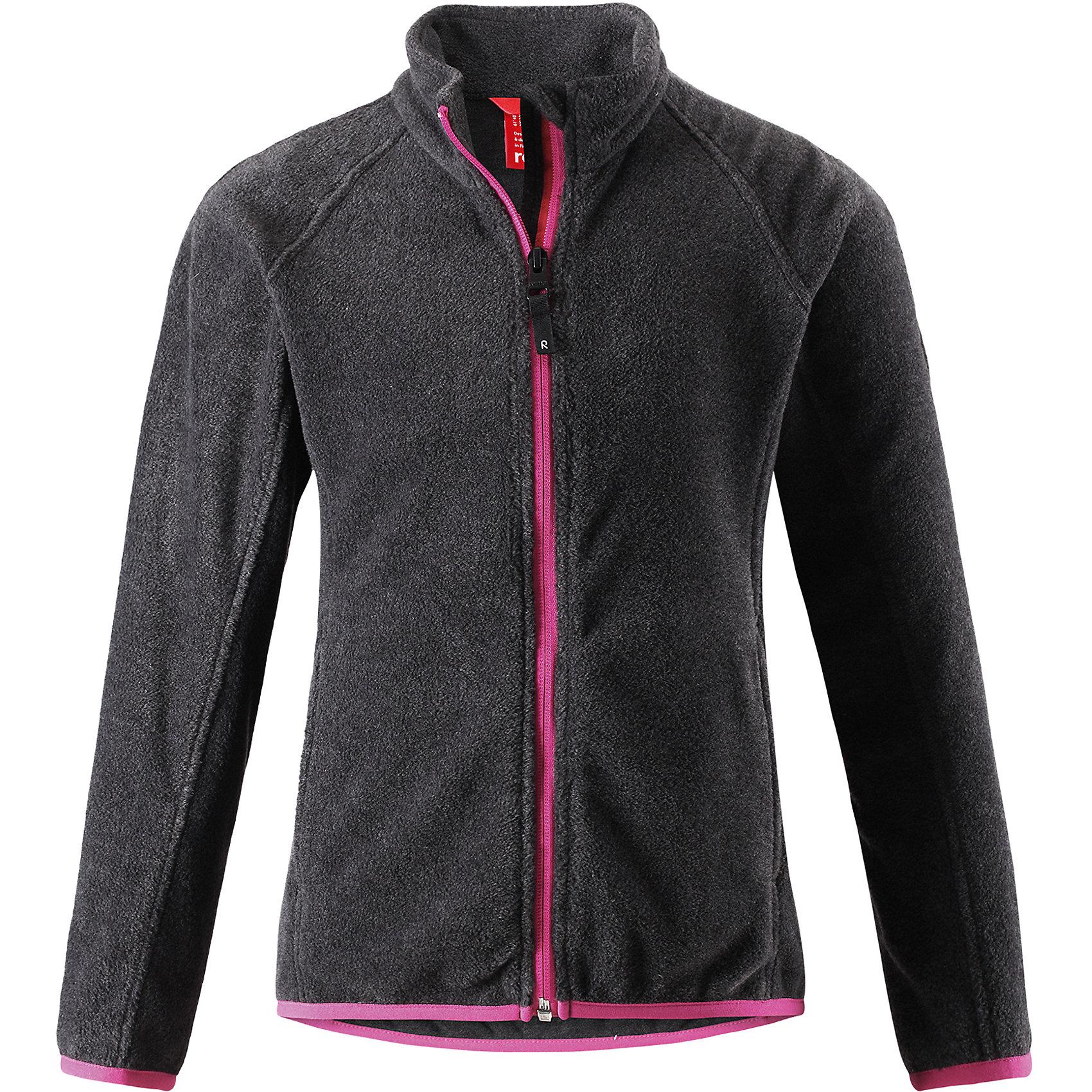 Флисовая кофта Reima Alagna для девочкиФлис и термобелье<br>Характеристики товара:<br><br>• цвет: черный;<br>• состав: 100% полиэстер; <br>• сезон: демисезон;<br>• выводит влагу в верхние слои одежды;<br>• теплый, легкий и быстросохнущий флис;<br>• эластичные манжеты и подол;<br>• молния по всей длине с защитой подбородка;<br>• два кармана на молнии;<br>• страна бренда: Финляндия;<br>• страна изготовитель: Китай;<br><br>Эта детская флисовая куртка сшита из необыкновенно легкого и теплого микрофлиса. Материал идеально подходит для зимних активных забав, поскольку эффективно выводит влагу от кожи в верхние слои одежды и быстро сохнет. Дышащий материал не парит, сколько ни бегай. Защита для подбородка на молнии обеспечивает дополнительный комфорт и не дает поцарапаться об зубчики. Куртка украшена горячим тиснением и снабжена двумя карманами на молнии, а также эластичным подолом и манжетами.<br><br>Флисовую кофту Alagna для девочки Reima (Рейма) можно купить в нашем интернет-магазине.<br><br>Ширина мм: 190<br>Глубина мм: 74<br>Высота мм: 229<br>Вес г: 236<br>Цвет: серый<br>Возраст от месяцев: 156<br>Возраст до месяцев: 168<br>Пол: Женский<br>Возраст: Детский<br>Размер: 164,104,110,116,122,128,134,140,146,152,158<br>SKU: 6906305