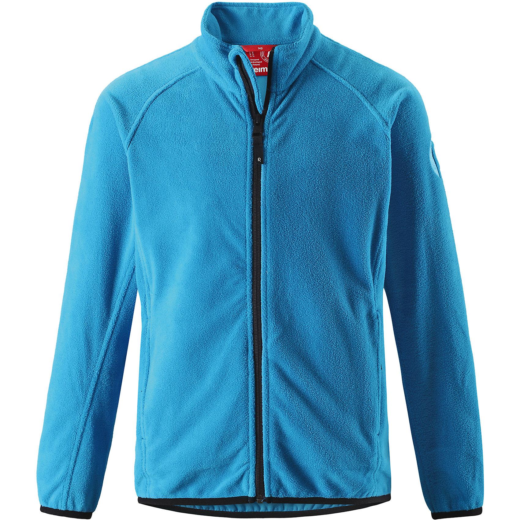 Свитер Reima Riddle для мальчикаФлис и термобелье<br>Характеристики товара:<br><br>• цвет: голубой;<br>• состав: 100% полиэстер; <br>• сезон: демисезон;<br>• выводит влагу в верхние слои одежды;<br>• теплый, легкий и быстросохнущий флис;<br>• эластичные манжеты и подол;<br>• молния по всей длине с защитой подбородка;<br>• два кармана на молнии;<br>• страна бренда: Финляндия;<br>• страна изготовитель: Китай;<br><br>Эта детская флисовая куртка сшита из необыкновенно легкого и теплого микрофлиса. Материал идеально подходит для зимних активных забав, поскольку эффективно выводит влагу от кожи в верхние слои одежды и быстро сохнет. Дышащий материал не парит, сколько ни бегай. Защита для подбородка на молнии обеспечивает дополнительный комфорт и не дает поцарапаться об зубчики. Куртка украшена горячим тиснением и снабжена двумя карманами на молнии, а также эластичным подолом и манжетами.<br><br>Флисовую кофту Reima Riddle для мальчика (Рейма) можно купить в нашем интернет-магазине.<br><br>Ширина мм: 190<br>Глубина мм: 74<br>Высота мм: 229<br>Вес г: 236<br>Цвет: синий<br>Возраст от месяцев: 156<br>Возраст до месяцев: 168<br>Пол: Мужской<br>Возраст: Детский<br>Размер: 164,104,110,116,122,128,134,140,146,152,158<br>SKU: 6906329