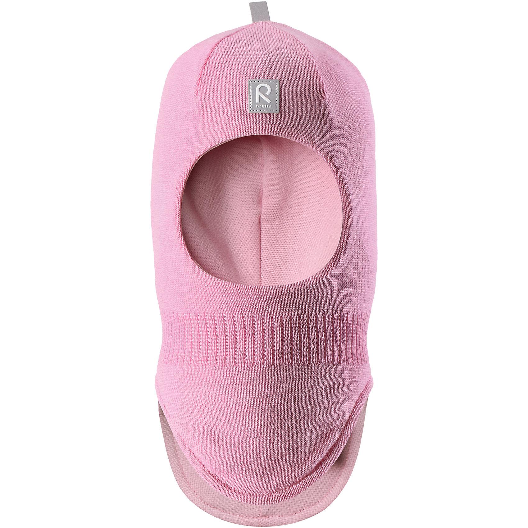 Шапка-шлем Reima StarrieГоловные уборы<br>Характеристики товара:<br><br>• цвет: розовый;<br>• состав: 100% шерсть;<br>• подкладка: 97% хлопок, 3% эластан<br>• температурный режим: от 0 до -20С;<br>• сезон: зима; <br>• особенности модели: вязаная, на подкладке;<br>• мягкая ткань из мериносовой шерсти для поддержания идеальной температуры тела;<br>• сплошная подкладка: хлопковый трикотаж с эластаном;<br>• ветронепроницаемые вставки в области ушей;<br>• светоотражающая эмблема;<br>• логотип Reima спереди;<br>• страна бренда: Финляндия;<br>• страна изготовитель: Китай.<br><br>Вязаная шапка-шлем из коллекции Reima® Originals защищает голову малыша в холодную пору. Эта шапка-шлем для малышей и детей постарше связана из теплой шерсти и подшита мягкой на ощупь подкладкой из смеси хлопка и эластана, которая удобно облегает голову.<br><br>Ветронепроницаемые вставки в области ушей, вшитые между подкладкой и верхним слоем, защищают ушки от холодного ветра. Эта классическая модель хорошо закрывает лоб, щечки и шею. <br><br>Шапка-шлем Reima Starrie от финского бренда Reima (Рейма) можно купить в нашем интернет-магазине.<br><br>Ширина мм: 89<br>Глубина мм: 117<br>Высота мм: 44<br>Вес г: 155<br>Цвет: розовый<br>Возраст от месяцев: 72<br>Возраст до месяцев: 84<br>Пол: Унисекс<br>Возраст: Детский<br>Размер: 54,46,48,50,52<br>SKU: 6906970