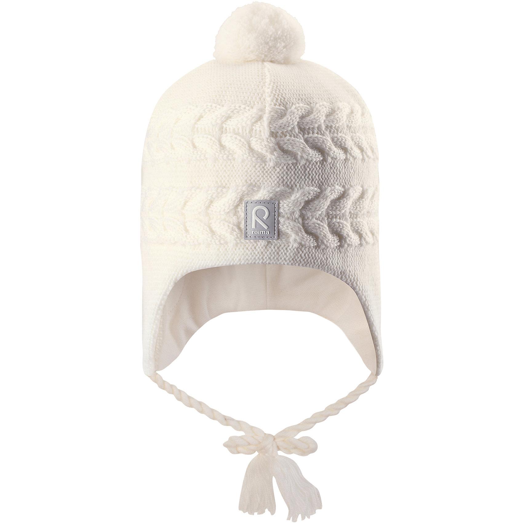 Шапка Reima Hiutale для девочкиГоловные уборы<br>Характеристики товара:<br><br>• цвет: белый;<br>• состав: 100% шерсть;<br>• подкладка: 97% хлопок, 3% эластан;<br>• температурный режим: от 0 до -20С;<br>• сезон: зима; <br>• особенности модели: вязаная, шерстяная;<br>• мягкая ткань из мериносовой шерсти для поддержания идеальной температуры;<br>• ветронепроницаемые вставки в области ушей;<br>• сплошная подкладка: гладкий хлопковый трикотаж;<br>• шапка на завязках, сверху помпон;<br>• логотип Reima спереди;<br>• страна бренда: Финляндия;<br>• страна изготовитель: Китай.<br><br>Красивая шерстяная шапка для малышей станет отличным вариантом на зимние холода! Шапка связана из мериносовой шерсти и снабжена уютной и мягкой трикотажной подкладкой. Ветронепроницаемые вставки защищают ушки в ветреную погоду, а завязки-косички, структурная вязка и веселый помпон довершают образ.<br><br>Шапку Hiutale для девочки Reima от финского бренда Reima (Рейма) можно купить в нашем интернет-магазине.<br><br>Ширина мм: 89<br>Глубина мм: 117<br>Высота мм: 44<br>Вес г: 155<br>Цвет: белый<br>Возраст от месяцев: 36<br>Возраст до месяцев: 48<br>Пол: Женский<br>Возраст: Детский<br>Размер: 50,48,46,52<br>SKU: 6907111