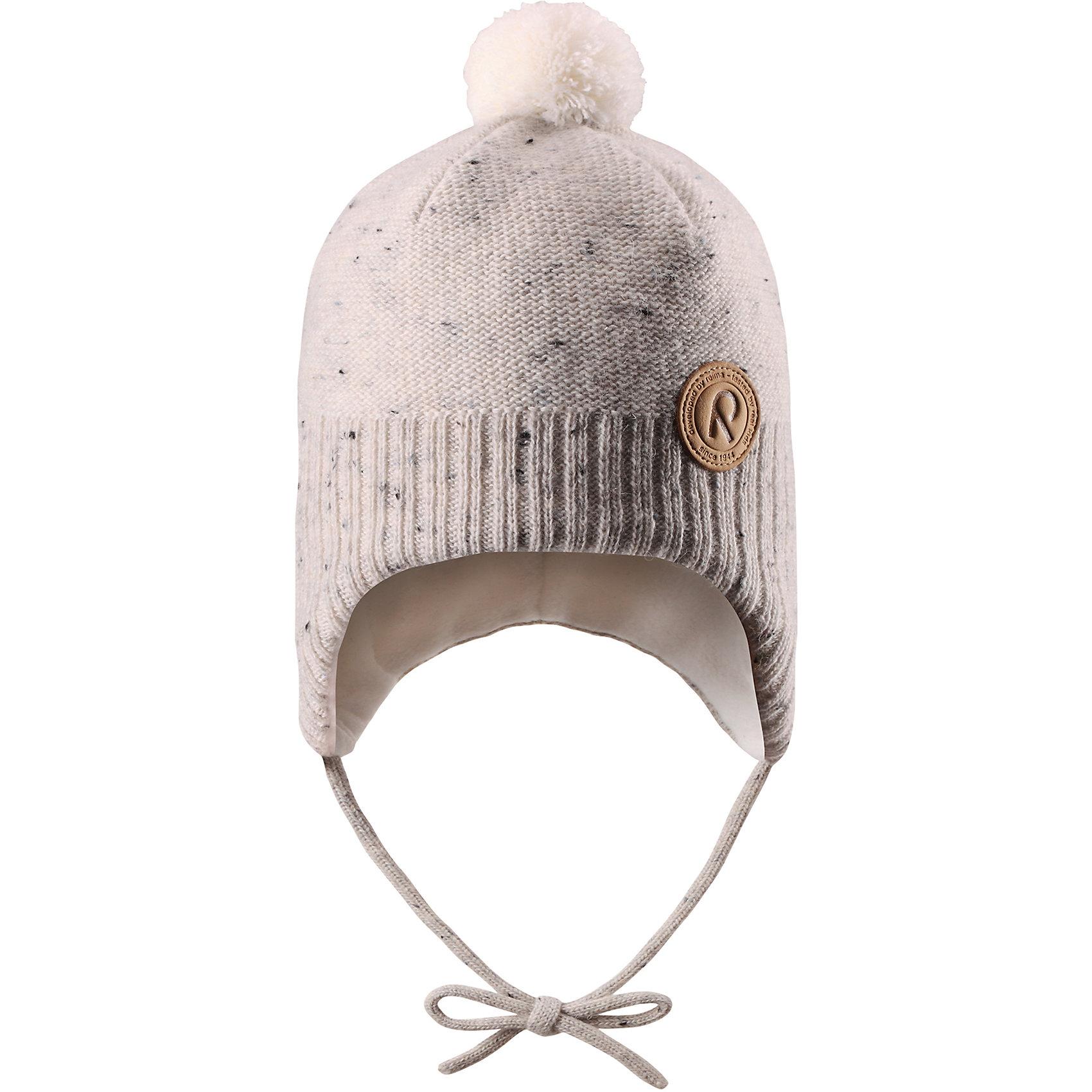 Шапка Yll?s ReimaГоловные уборы<br>Шерстяная шапка для малышей с чудесным рисунком надежно согреет в холодный зимний день! Эта шапка для малышей из мериносовой шерсти подарит уют в морозную погоду: мягкая флисовая подкладка обеспечит ребенку тепло и комфорт. За счет эластичной вязки шапка отлично сидит, а ветронепроницаемые вставки в области ушей защищают ушки от холодного ветра. Благодаря завязкам эта стильная шапка не съезжает и хорошо защищает голову. Маленький помпон на макушке довершает образ!<br>Состав:<br>50% Шерсть, 50% Полиакрил<br><br>Ширина мм: 89<br>Глубина мм: 117<br>Высота мм: 44<br>Вес г: 155<br>Цвет: белый<br>Возраст от месяцев: 36<br>Возраст до месяцев: 48<br>Пол: Унисекс<br>Возраст: Детский<br>Размер: 50,52,46,48<br>SKU: 6907141