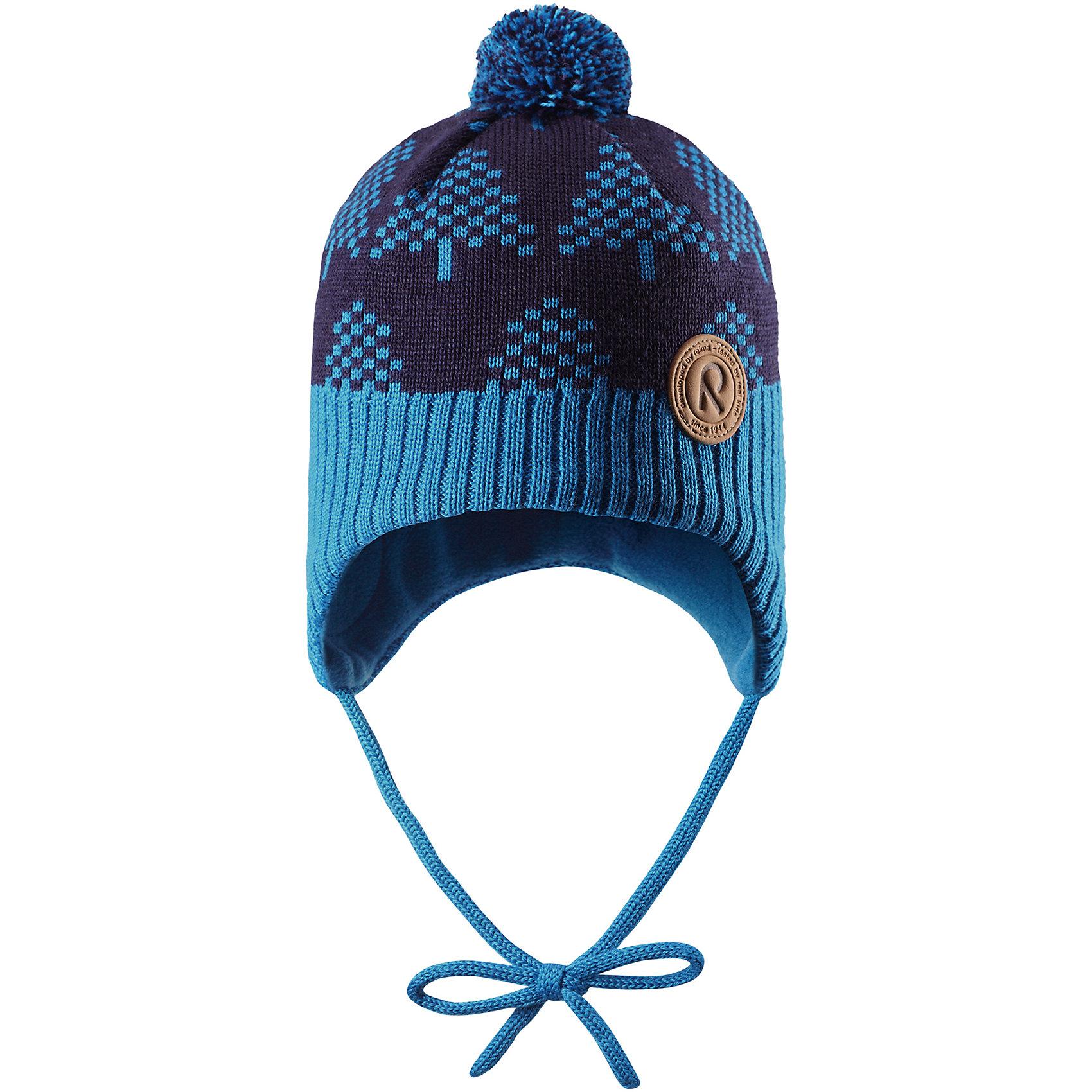 Шапка Reima Yll?sГоловные уборы<br>Характеристики товара:<br><br>• цвет: синий;<br>• состав: 50% шерсть, 50% полиакрил;<br>• подкладка: 100% полиэстер, флис;<br>• температурный режим: от 0 до -20С;<br>• сезон: зима; <br>• особенности модели: вязаная, шерстяная;<br>• шерсть идеально поддерживает температуру;<br>• ветронепроницаемые вставки в области ушей;<br>• сплошная подкладка: мягкий теплый флис;<br>• шапка на завязках, сверху помпон;<br>• логотип Reima спереди;<br>• страна бренда: Финляндия;<br>• страна изготовитель: Китай.<br><br>Шерстяная шапка для малышей с чудесным рисунком надежно согреет в холодный зимний день! Эта шапка для малышей из мериносовой шерсти подарит уют в морозную погоду: мягкая флисовая подкладка обеспечит ребенку тепло и комфорт. За счет эластичной вязки шапка отлично сидит, а ветронепроницаемые вставки в области ушей защищают ушки от холодного ветра. Благодаря завязкам, эта стильная шапка не съезжает и хорошо защищает голову. Маленький помпон на макушке довершает образ.<br><br>Шапку Yll?s Reima от финского бренда Reima (Рейма) можно купить в нашем интернет-магазине.<br><br>Ширина мм: 89<br>Глубина мм: 117<br>Высота мм: 44<br>Вес г: 155<br>Цвет: синий<br>Возраст от месяцев: 60<br>Возраст до месяцев: 72<br>Пол: Унисекс<br>Возраст: Детский<br>Размер: 52,46,48,50<br>SKU: 6907151