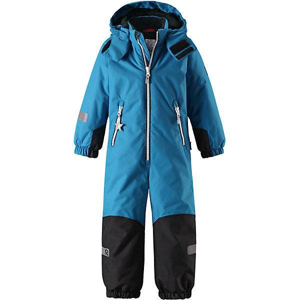 Комбинезон Reimatec® Reima Finn для мальчикаОдежда<br>Характеристики товара:<br><br>• цвет: синий;<br>• состав: 100% полиэстер;<br>• подкладка: 100% полиэстер;<br>• утеплитель: 160 г/м2<br>• температурный режим: от 0 до -20С;<br>• сезон: зима; <br>• водонепроницаемость: 8000/10000 мм;<br>• воздухопроницаемость: 7000/5000 мм;<br>• износостойкость: 30000/50000 циклов (тест Мартиндейла);<br>• водо- и ветронепроницаемый, дышащий и грязеотталкивающий материал;<br>• все швы проклеены и водонепроницаемы;<br>• прочные усиленные вставки внизу, на коленях и снизу на ногах;<br>• гладкая подкладка из полиэстера;<br>• мягкая резинка на кромке капюшона и манжетах;<br>• застежка: молния с защитой подбородка;<br>• безопасный съемный капюшон на кнопках;<br>• внутренняя регулировка обхвата талии;<br>• прочные съемные силиконовые штрипки;<br>• два кармана на молнии;<br>• светоотражающие детали;<br>• страна бренда: Финляндия;<br>• страна изготовитель: Китай.<br><br>Зимний комбинезон Reimatec® Kiddo изготовлен из водо и ветронепроницаемого материала с водо и грязеотталкивающей поверхностью. Все швы проклеены, водонепроницаемы. В комбинезоне предусмотрены прочные усиления на задней части, коленях и концах брючин. В этом комбинезоне прямого кроя талия при необходимости легко регулируется, что позволяет подогнать его точно по фигуре. <br><br>Съемный капюшон защищает от пронизывающего ветра, а еще он безопасен во время игр на свежем воздухе. Кнопки легко отстегиваются, если капюшон случайно за что-нибудь зацепится. Силиконовые штрипки не дают концам брючин задираться, бегай сколько хочешь! Образ довершает мягкая резинка по краю капюшона и на манжетах, два кармана на молнии и светоотражающие детали.<br><br>Комбинезон Finn Reimatec® Reima от финского бренда Reima (Рейма) можно купить в нашем интернет-магазине.<br><br>Ширина мм: 356<br>Глубина мм: 10<br>Высота мм: 245<br>Вес г: 519<br>Цвет: синий<br>Возраст от месяцев: 18<br>Возраст до месяцев: 24<br>Пол: Мужской<br>Возраст: Детский<br>Размер: