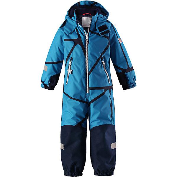 Комбинезон Reimatec® Reima Snowy для мальчикаОдежда<br>Характеристики товара:<br><br>• цвет: синий;<br>• состав: 100% полиэстер;<br>• подкладка: 100% полиэстер;<br>• утеплитель: 160 г/м2<br>• температурный режим: от 0 до -20С;<br>• сезон: зима; <br>• водонепроницаемость: 8000/10000 мм;<br>• воздухопроницаемость: 7000/5000 мм;<br>• износостойкость: 30000/50000 циклов (тест Мартиндейла);<br>• водо- и ветронепроницаемый, дышащий и грязеотталкивающий материал;<br>• все швы проклеены и водонепроницаемы;<br>• прочные усиленные вставки внизу, на коленях и снизу на ногах;<br>• гладкая подкладка из полиэстера;<br>• мягкая резинка на кромке капюшона и манжетах;<br>• застежка: молния с защитой подбородка;<br>• безопасный съемный капюшон на кнопках;<br>• внутренняя регулировка обхвата талии;<br>• прочные съемные силиконовые штрипки;<br>• два кармана на молнии;<br>• светоотражающие детали;<br>• страна бренда: Финляндия;<br>• страна изготовитель: Китай.<br><br>Зимний комбинезон на молнии изготовлен из водо и ветронепроницаемого материала с водо и грязеотталкивающей поверхностью. Все швы проклеены, водонепроницаемы. Комбинезон снабжен прочными усилениями на задней части, коленях и концах брючин. В этом комбинезоне прямого кроя талия при необходимости легко регулируется, что позволяет подогнать комбинезон точно по фигуре. <br><br>Съемный капюшон защищает от пронизывающего ветра, а еще он безопасен во время игр на свежем воздухе. Кнопки легко отстегиваются, если капюшон случайно за что-нибудь зацепится. Силиконовые штрипки не дают концам брючин задираться, бегай сколько хочешь! Образ довершают мягкая резинка по краю капюшона и на манжетах, два кармана на молнии и светоотражающие детали. <br><br>Комбинезон Snowy Reimatec® Reima от финского бренда Reima (Рейма) можно купить в нашем интернет-магазине.<br><br>Ширина мм: 356<br>Глубина мм: 10<br>Высота мм: 245<br>Вес г: 519<br>Цвет: синий<br>Возраст от месяцев: 96<br>Возраст до месяцев: 108<br>Пол: Мужской<br>Возраст: Детский<br>Размер: 