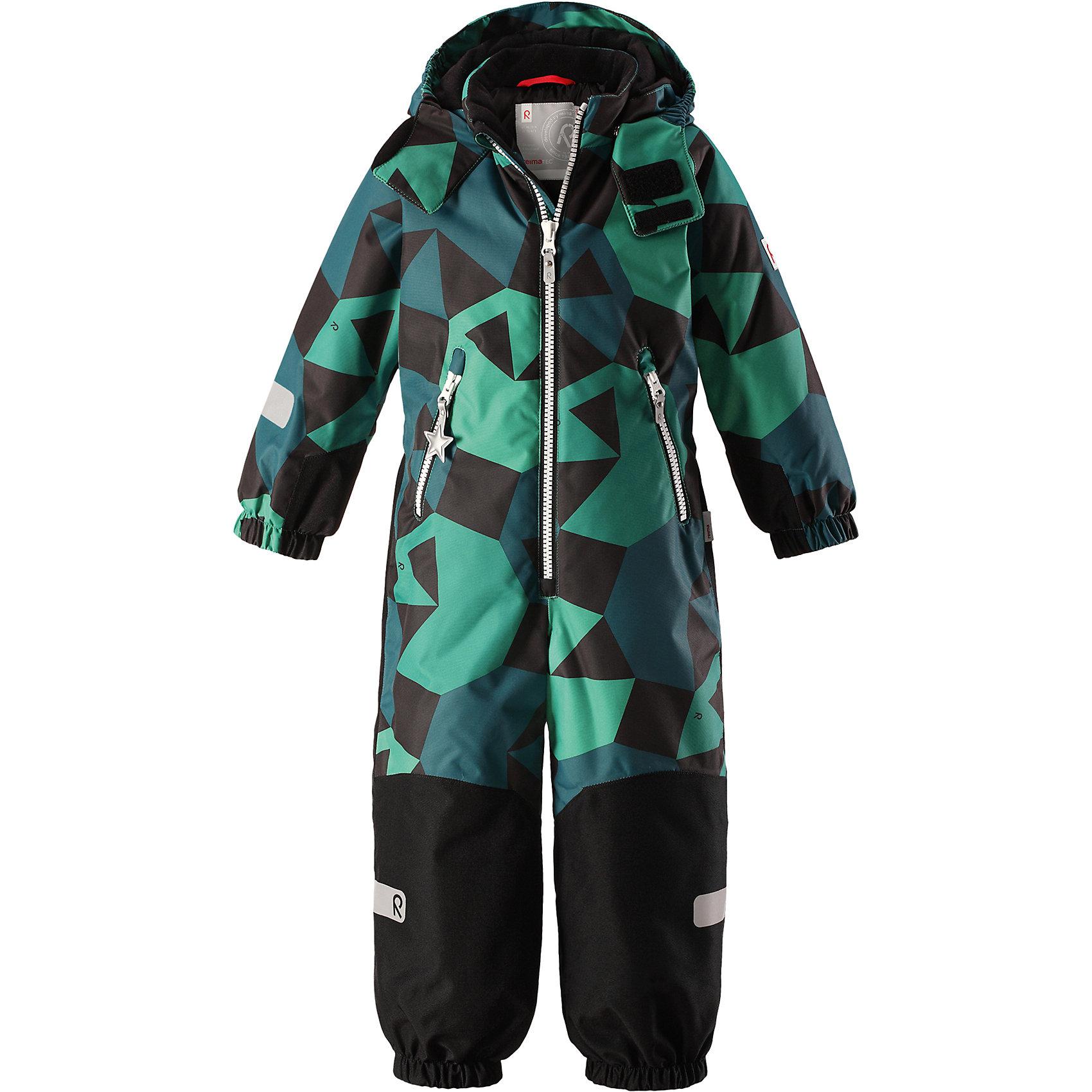Комбинезон Reimatec® Reima SnowyВерхняя одежда<br>Характеристики товара:<br><br>• цвет: зеленый;<br>• состав: 100% полиэстер;<br>• подкладка: 100% полиэстер;<br>• утеплитель: 160 г/м2<br>• температурный режим: от 0 до -20С;<br>• сезон: зима; <br>• водонепроницаемость: 8000/10000 мм;<br>• воздухопроницаемость: 7000/5000 мм;<br>• износостойкость: 30000/50000 циклов (тест Мартиндейла);<br>• водо- и ветронепроницаемый, дышащий и грязеотталкивающий материал;<br>• все швы проклеены и водонепроницаемы;<br>• прочные усиленные вставки внизу, на коленях и снизу на ногах;<br>• гладкая подкладка из полиэстера;<br>• мягкая резинка на кромке капюшона и манжетах;<br>• застежка: молния с защитой подбородка;<br>• безопасный съемный капюшон на кнопках;<br>• внутренняя регулировка обхвата талии;<br>• прочные съемные силиконовые штрипки;<br>• два кармана на молнии;<br>• светоотражающие детали;<br>• страна бренда: Финляндия;<br>• страна изготовитель: Китай.<br><br>Зимний комбинезон на молнии изготовлен из водо и ветронепроницаемого материала с водо и грязеотталкивающей поверхностью. Все швы проклеены, водонепроницаемы. Комбинезон снабжен прочными усилениями на задней части, коленях и концах брючин. В этом комбинезоне прямого кроя талия при необходимости легко регулируется, что позволяет подогнать комбинезон точно по фигуре. <br><br>Съемный капюшон защищает от пронизывающего ветра, а еще он безопасен во время игр на свежем воздухе. Кнопки легко отстегиваются, если капюшон случайно за что-нибудь зацепится. Силиконовые штрипки не дают концам брючин задираться, бегай сколько хочешь! Образ довершают мягкая резинка по краю капюшона и на манжетах, два кармана на молнии и светоотражающие детали. <br><br>Комбинезон Snowy Reimatec® Reima от финского бренда Reima (Рейма) можно купить в нашем интернет-магазине.<br><br>Ширина мм: 356<br>Глубина мм: 10<br>Высота мм: 245<br>Вес г: 519<br>Цвет: зеленый<br>Возраст от месяцев: 108<br>Возраст до месяцев: 120<br>Пол: Унисекс<br>Возраст: Детский<br>Размер: 
