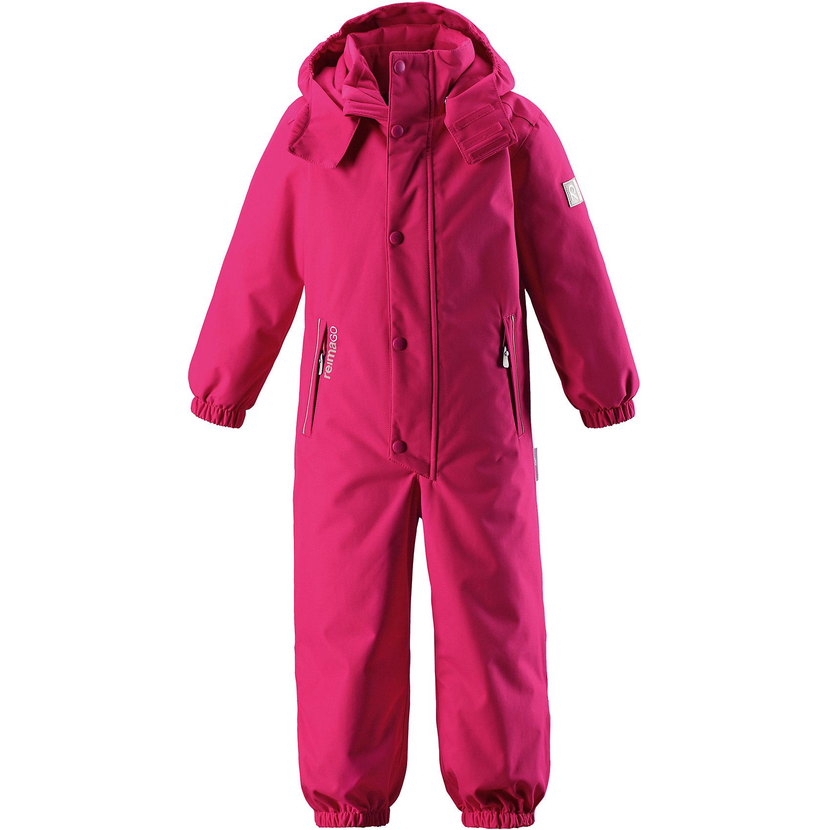 Комбинезон Reimatec® Reima KuusamoКомбинезоны<br>Характеристики товара:<br><br>• цвет: розовый;<br>• состав: 100% полиэстер;<br>• подкладка: 100% полиэстер;<br>• утеплитель: 160 г/м2<br>• температурный режим: от 0 до -20С;<br>• сезон: зима; <br>• водонепроницаемость: 12000 мм;<br>• воздухопроницаемость: 8000 мм;<br>• износостойкость: 80000 циклов (тест Мартиндейла);<br>• водо- и ветронепроницаемый, дышащий и грязеотталкивающий материал;<br>• все швы проклеены и водонепроницаемы;<br>• гладкая подкладка из полиэстера;<br>• эластичные манжеты и пояс сзади;<br>• застежка: молния с защитой подбородка;<br>• безопасный съемный  и регулируемый капюшон на кнопках;<br>• регулируемая длина брюк с помощью кнопок;<br>• внутренняя регулировка обхвата талии;<br>• прочные съемные силиконовые штрипки;<br>• два кармана на молнии;<br>• кармана с креплением для сенсора ReimaGO®;<br>• светоотражающие детали;<br>• страна бренда: Финляндия;<br>• страна изготовитель: Китай.<br><br>Абсолютно непромокаемый детский зимний комбинезон Reimatec® с полностью проклеенными швами. Этот практичный комбинезон изготовлен из ветронепроницаемого и дышащего материала, поэтому вашему ребенку будет тепло и сухо, к тому же он не вспотеет. Комбинезон снабжен гладкой подкладкой из полиэстера. В этом комбинезоне прямого кроя талия при необходимости легко регулируется, что позволяет подогнать комбинезон точно по фигуре. А еще он снабжен эластичными манжетами на рукавах и концах брючин, которые регулируются застежкой на кнопках. <br><br>Съемный и регулируемый капюшон защищает от пронизывающего ветра, а еще он безопасен во время игр на свежем воздухе. Кнопки легко отстегиваются, если капюшон случайно за что-нибудь зацепится. Съемные и регулируемые силиконовые штрипки не дают концам брючин выбиваться из обуви, бегай сколько хочешь! Два кармана на молнии и специальный карман с кнопками для сенсора ReimaGO®. Материал имеет грязеотталкивающую поверхность, и при этом его можно сушить в сушильной машине. Светоотражающие