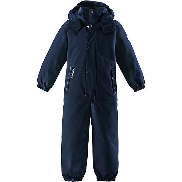 Комбинезон Reimatec® Reima Kuusamo для мальчикаВерхняя одежда<br>Характеристики товара:<br><br>• цвет: синий;<br>• состав: 100% полиэстер;<br>• подкладка: 100% полиэстер;<br>• утеплитель: 160 г/м2<br>• температурный режим: от 0 до -20С;<br>• сезон: зима; <br>• водонепроницаемость: 12000 мм;<br>• воздухопроницаемость: 8000 мм;<br>• износостойкость: 80000 циклов (тест Мартиндейла);<br>• водо- и ветронепроницаемый, дышащий и грязеотталкивающий материал;<br>• все швы проклеены и водонепроницаемы;<br>• гладкая подкладка из полиэстера;<br>• эластичные манжеты и пояс сзади;<br>• застежка: молния с защитой подбородка;<br>• безопасный съемный  и регулируемый капюшон на кнопках;<br>• регулируемая длина брюк с помощью кнопок;<br>• внутренняя регулировка обхвата талии;<br>• прочные съемные силиконовые штрипки;<br>• два кармана на молнии;<br>• кармана с креплением для сенсора ReimaGO®;<br>• светоотражающие детали;<br>• страна бренда: Финляндия;<br>• страна изготовитель: Китай.<br><br>Абсолютно непромокаемый детский зимний комбинезон Reimatec® с полностью проклеенными швами. Этот практичный комбинезон изготовлен из ветронепроницаемого и дышащего материала, поэтому вашему ребенку будет тепло и сухо, к тому же он не вспотеет. Комбинезон снабжен гладкой подкладкой из полиэстера. В этом комбинезоне прямого кроя талия при необходимости легко регулируется, что позволяет подогнать комбинезон точно по фигуре. А еще он снабжен эластичными манжетами на рукавах и концах брючин, которые регулируются застежкой на кнопках. <br><br>Съемный и регулируемый капюшон защищает от пронизывающего ветра, а еще он безопасен во время игр на свежем воздухе. Кнопки легко отстегиваются, если капюшон случайно за что-нибудь зацепится. Съемные и регулируемые силиконовые штрипки не дают концам брючин выбиваться из обуви, бегай сколько хочешь! Два кармана на молнии и специальный карман с кнопками для сенсора ReimaGO®. Материал имеет грязеотталкивающую поверхность, и при этом его можно сушить в сушильной машине. С
