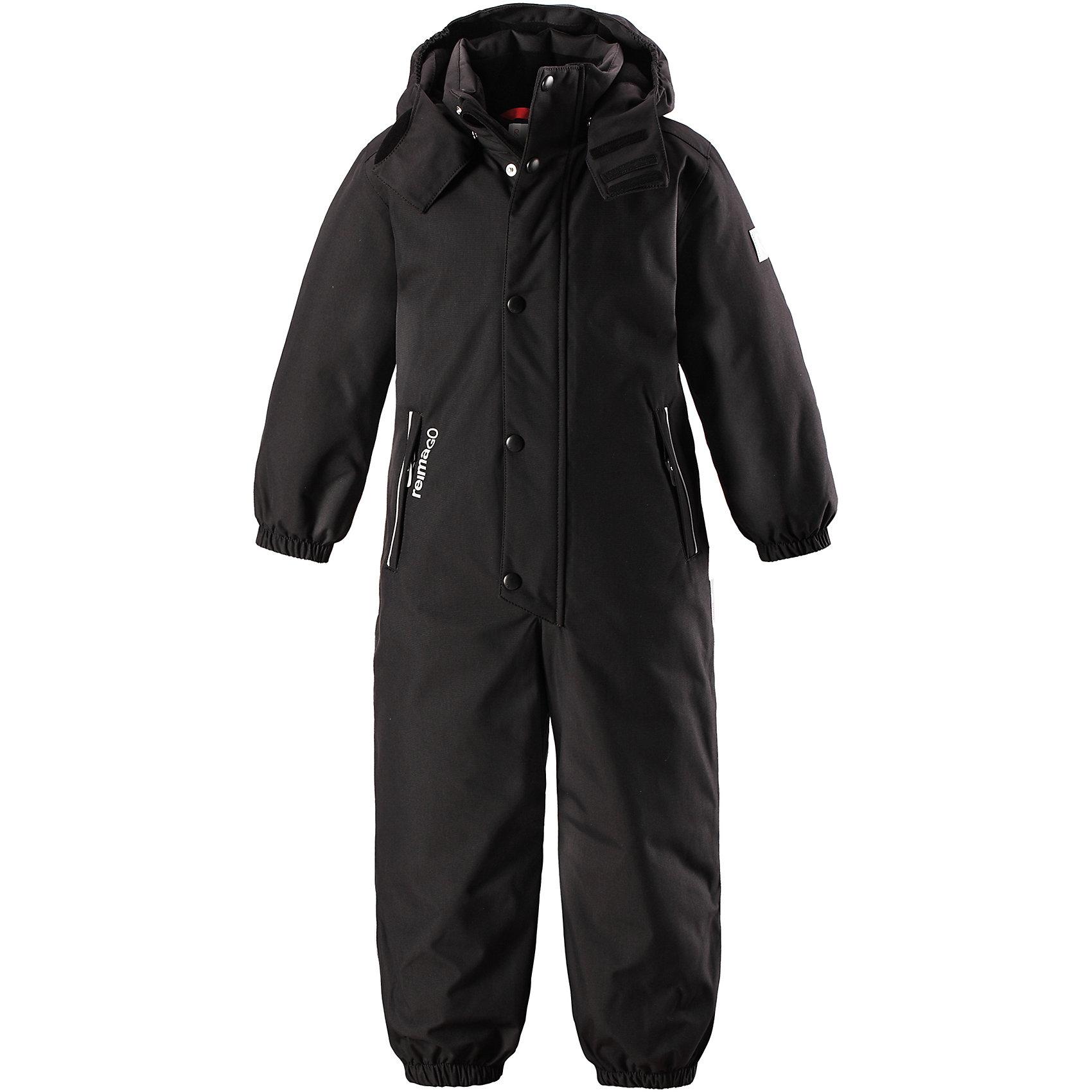 Комбинезон Kuusamo Reimatec® ReimaВерхняя одежда<br>Абсолютно непромокаемый детский зимний комбинезон Reimatec® с полностью проклеенными швами. Этот практичный комбинезон изготовлен из ветронепроницаемого и дышащего материала, поэтому вашему ребенку будет тепло и сухо, к тому же он не вспотеет. Комбинезон снабжен гладкой подкладкой из полиэстера. В этом комбинезоне прямого кроя талия при необходимости легко регулируется, что позволяет подогнать комбинезон точно по фигуре. А еще он снабжен эластичными манжетами на рукавах и концах брючин, которые регулируются застежкой на кнопках.<br><br>Съемный и регулируемый капюшон защищает от пронизывающего ветра, а еще он безопасен во время игр на свежем воздухе. Кнопки легко отстегиваются, если капюшон случайно за что-нибудь зацепится. Съемные и регулируемые силиконовые штрипки не дают концам брючин выбиваться из обуви, бегай сколько хочешь! Два кармана на молнии и специальный карман с кнопками для сенсора ReimaGO®. Материал имеет грязеотталкивающую поверхность, и при этом его можно сушить в сушильной машине. Светоотражающие детали довершают образ.<br>Состав:<br>100% Полиамид<br><br>Ширина мм: 356<br>Глубина мм: 10<br>Высота мм: 245<br>Вес г: 519<br>Цвет: черный<br>Возраст от месяцев: 48<br>Возраст до месяцев: 60<br>Пол: Унисекс<br>Возраст: Детский<br>Размер: 110,116,122,128,104<br>SKU: 6907394