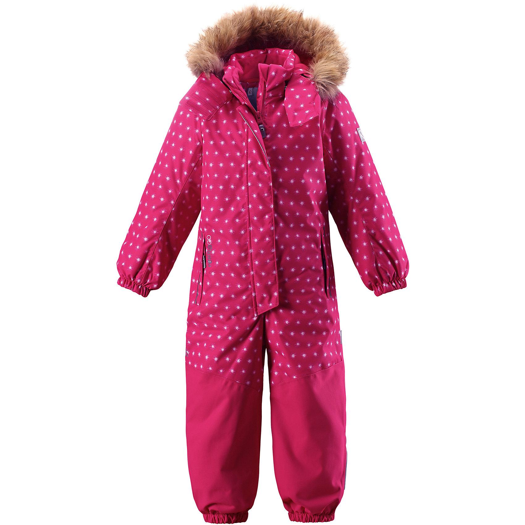 Комбинезон Reimatec® Reima Oulu для девочкиВерхняя одежда<br>Характеристики товара:<br><br>• цвет: розовый;<br>• состав: 100% полиэстер;<br>• подкладка: 100% полиэстер;<br>• утеплитель: 160 г/м2<br>• температурный режим: от 0 до -20С;<br>• сезон: зима; <br>• водонепроницаемость: 15000/12000 мм;<br>• воздухопроницаемость: 8000/7000 мм;<br>• износостойкость: 40000/80000 циклов (тест Мартиндейла);<br>• водо- и ветронепроницаемый, дышащий и грязеотталкивающий материал;<br>• прочные усиленные вставки внизу, на коленях и снизу на ногах;<br>• все швы проклеены и водонепроницаемы;<br>• гладкая подкладка из полиэстера;<br>• эластичные манжеты;<br>• застежка: молния с защитой подбородка;<br>• безопасный съемный капюшон на кнопках;<br>• съемный искусственный мех на капюшоне;<br>• регулируемая длина брюк с помощью кнопок;<br>• внутренняя регулировка обхвата талии;<br>• прочные съемные силиконовые штрипки;<br>• два кармана на молнии;<br>• кармана с креплением для сенсора ReimaGO®;<br>• светоотражающие детали;<br>• страна бренда: Финляндия;<br>• страна изготовитель: Китай.<br><br>Непромокаемый и прочный детский зимний комбинезон Reimatec® с полностью проклеенными швами. Суперпрочные усиления на задней части, коленях и концах брючин. Этот практичный комбинезон изготовлен из ветронепроницаемого и дышащего материала. Комбинезон снабжен гладкой подкладкой из полиэстера. <br><br>В этом комбинезоне талия легко регулируется, что позволяет подогнать комбинезон точно по фигуре. А еще он снабжен эластичными манжетами на рукавах и концах брючин, которые регулируются застежкой на кнопках. Внутри комбинезона имеются удобные подтяжки, благодаря которым дети могут снять верхнюю часть. Подтяжки поддерживают верхнюю часть на бедрах, обеспечивая комфорт при входе в помещение и не позволяя комбинезону тащится по полу. <br><br>Съемный капюшон защищает от пронизывающего ветра, а еще он безопасен во время игр на свежем воздухе. Снабжен мягкой съемной оторочкой из искусственного меха. Кнопки легко отст