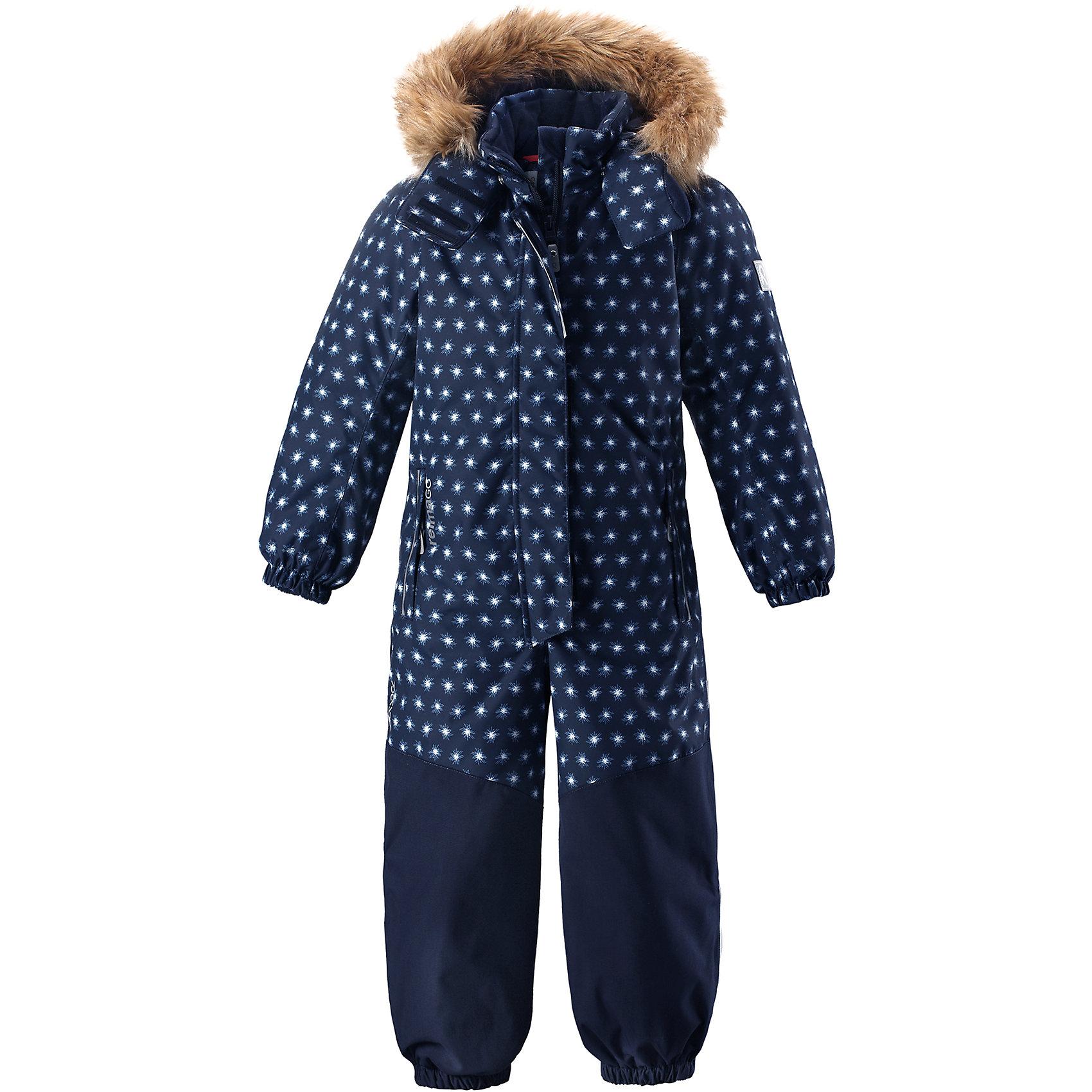 Комбинезон Reimatec® Reima Oulu для девочкиВерхняя одежда<br>Характеристики товара:<br><br>• цвет: синий;<br>• состав: 100% полиэстер;<br>• подкладка: 100% полиэстер;<br>• утеплитель: 160 г/м2<br>• температурный режим: от 0 до -20С;<br>• сезон: зима; <br>• водонепроницаемость: 15000/12000 мм;<br>• воздухопроницаемость: 8000/7000 мм;<br>• износостойкость: 40000/80000 циклов (тест Мартиндейла);<br>• водо- и ветронепроницаемый, дышащий и грязеотталкивающий материал;<br>• прочные усиленные вставки внизу, на коленях и снизу на ногах;<br>• все швы проклеены и водонепроницаемы;<br>• гладкая подкладка из полиэстера;<br>• эластичные манжеты;<br>• застежка: молния с защитой подбородка;<br>• безопасный съемный капюшон на кнопках;<br>• съемный искусственный мех на капюшоне;<br>• регулируемая длина брюк с помощью кнопок;<br>• внутренняя регулировка обхвата талии;<br>• прочные съемные силиконовые штрипки;<br>• два кармана на молнии;<br>• кармана с креплением для сенсора ReimaGO®;<br>• светоотражающие детали;<br>• страна бренда: Финляндия;<br>• страна изготовитель: Китай.<br><br>Непромокаемый и прочный детский зимний комбинезон Reimatec® с полностью проклеенными швами. Суперпрочные усиления на задней части, коленях и концах брючин. Этот практичный комбинезон изготовлен из ветронепроницаемого и дышащего материала. Комбинезон снабжен гладкой подкладкой из полиэстера. <br><br>В этом комбинезоне талия легко регулируется, что позволяет подогнать комбинезон точно по фигуре. А еще он снабжен эластичными манжетами на рукавах и концах брючин, которые регулируются застежкой на кнопках. Внутри комбинезона имеются удобные подтяжки, благодаря которым дети могут снять верхнюю часть. Подтяжки поддерживают верхнюю часть на бедрах, обеспечивая комфорт при входе в помещение и не позволяя комбинезону тащится по полу. <br><br>Съемный капюшон защищает от пронизывающего ветра, а еще он безопасен во время игр на свежем воздухе. Снабжен мягкой съемной оторочкой из искусственного меха. Кнопки легко отстег