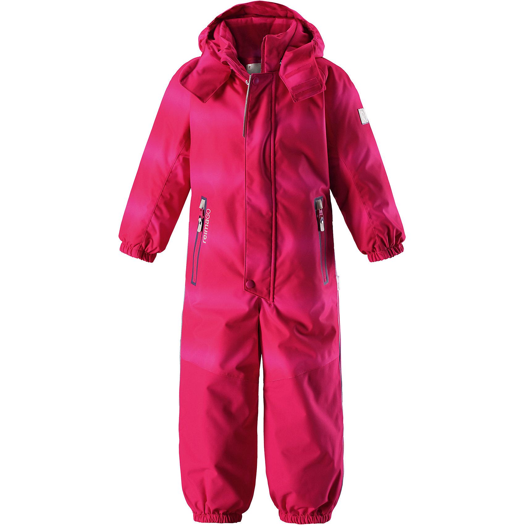 Комбинезон Tornio Reimatec® ReimaОдежда<br>Характеристики товара:<br><br>• цвет: розовый;<br>• состав: 100% полиэстер;<br>• утеплитель: 160 г/м2;<br>• сезон: зима;<br>• температурный режим: от 0 до -20С;<br>• водонепроницаемость: 15000/12000 мм;<br>• воздухопроницаемость: 7000/8000 мм;<br>• износостойкость: 40000/80000 циклов (тест Мартиндейла);<br>• водо и ветронепроницаемый, дышащий и грязеотталкивающий материал;<br>• все швы проклеены и водонепроницаемы;<br>• прочные усиленные вставки сзади, на коленях и снизу на ногах;<br>• застежка: молния с дополнительной планкой на кнопках;<br>• защита подбородка от защемления;<br>• гладкая подкладка из полиэстера;<br>• безопасный, съемный и регулируемый капюшон;<br>• эластичные манжеты;<br>• внутренняя регулировка обхвата талии;<br>• эластичный пояс сзади;<br>• длина брюк регулируется с помощью кнопок;<br>• прочные съемные силиконовые штрипки;<br>• два кармана на молнии;<br>• карман с креплением для сенсора ReimaGO;<br>• светоотражающие элементы;<br>• страна бренда: Финляндия;<br>• страна производства: Китай.<br><br>Зимний непромокаемый комбинезон Reimatec® с полностью проклеенными швами. Суперпрочные усиления на задней части, коленях и концах брючин. Комбинезон снабжен гладкой подкладкой из полиэстера, талия при необходимости легко регулируется, что позволяет подогнать комбинезон точно по фигуре. А еще он снабжен эластичным пояском сзади, эластичными манжетами на рукавах и концах брючин, которые регулируются застежкой на кнопках. <br><br>Съемный и регулируемый капюшон защищает от пронизывающего ветра, а еще он безопасен во время игр на свежем воздухе. Кнопки легко отстегиваются, если капюшон случайно за что-нибудь зацепится. Съемные силиконовые штрипки не дают концам брючин задираться. Два кармана на молнии и специальный карман для сенсора ReimaGO®. Материал имеет грязеотталкивающую поверхность, и при этом его можно сушить в сушильной машине.<br><br>Комбинезон Tornio Reimatec® Reima (Рейма) можно купить в нашем интернет-маг