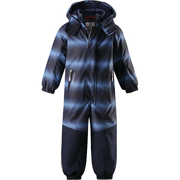 Комбинезон Tornio Reimatec® Reima для мальчикаОдежда<br>Характеристики товара:<br><br>• цвет: синий;<br>• состав: 100% полиэстер;<br>• утеплитель: 160 г/м2;<br>• сезон: зима;<br>• температурный режим: от 0 до -20С;<br>• водонепроницаемость: 15000/12000 мм;<br>• воздухопроницаемость: 7000/8000 мм;<br>• износостойкость: 40000/80000 циклов (тест Мартиндейла);<br>• водо и ветронепроницаемый, дышащий и грязеотталкивающий материал;<br>• все швы проклеены и водонепроницаемы;<br>• прочные усиленные вставки сзади, на коленях и снизу на ногах;<br>• застежка: молния с дополнительной планкой на кнопках;<br>• защита подбородка от защемления;<br>• гладкая подкладка из полиэстера;<br>• безопасный, съемный и регулируемый капюшон;<br>• эластичные манжеты;<br>• внутренняя регулировка обхвата талии;<br>• эластичный пояс сзади;<br>• длина брюк регулируется с помощью кнопок;<br>• прочные съемные силиконовые штрипки;<br>• два кармана на молнии;<br>• карман с креплением для сенсора ReimaGO;<br>• светоотражающие элементы;<br>• страна бренда: Финляндия;<br>• страна производства: Китай.<br><br>Зимний непромокаемый комбинезон Reimatec® с полностью проклеенными швами. Суперпрочные усиления на задней части, коленях и концах брючин. Комбинезон снабжен гладкой подкладкой из полиэстера, талия при необходимости легко регулируется, что позволяет подогнать комбинезон точно по фигуре. А еще он снабжен эластичным пояском сзади, эластичными манжетами на рукавах и концах брючин, которые регулируются застежкой на кнопках. <br><br>Съемный и регулируемый капюшон защищает от пронизывающего ветра, а еще он безопасен во время игр на свежем воздухе. Кнопки легко отстегиваются, если капюшон случайно за что-нибудь зацепится. Съемные силиконовые штрипки не дают концам брючин задираться. Два кармана на молнии и специальный карман для сенсора ReimaGO®. Материал имеет грязеотталкивающую поверхность, и при этом его можно сушить в сушильной машине.<br><br>Комбинезон Tornio Reimatec® Reima (Рейма) можно купить в нашем и