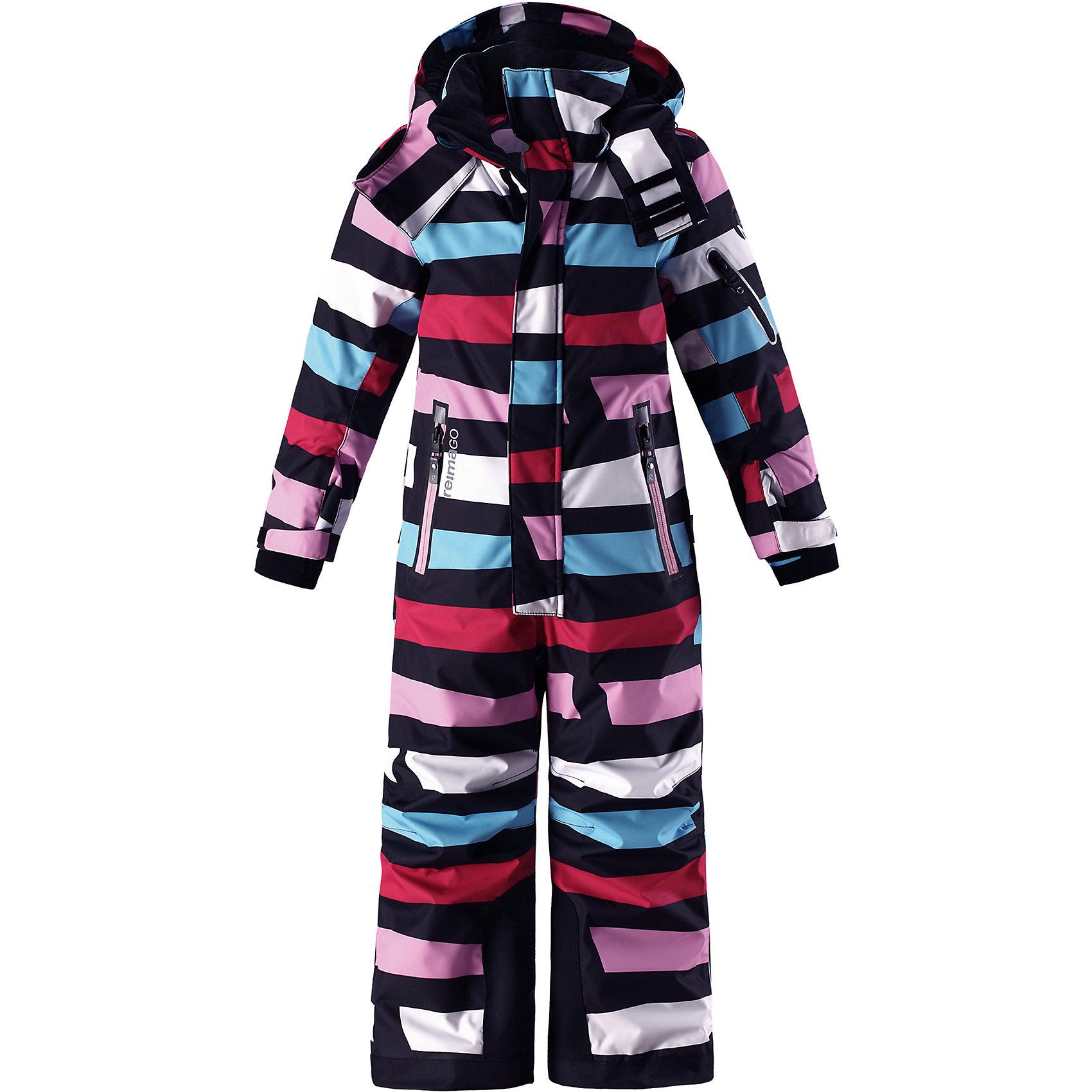 Комбинезон Reimatec® Reima ReachВерхняя одежда<br>Характеристики товара:<br><br>• цвет: мульти;<br>• состав: 100% полиэстер;<br>• подкладка: 100% полиэстер;<br>• утеплитель: 140 г/м2<br>• температурный режим: от 0 до -20С;<br>• сезон: зима; <br>• водонепроницаемость: 15000/12000 мм;<br>• воздухопроницаемость: 8000/7000 мм;<br>• износостойкость: 35000/80000 циклов (тест Мартиндейла);<br>• водо- и ветронепроницаемый, дышащий и грязеотталкивающий материал;<br>• прочные усиленные вставки внизу брючин;<br>• все швы проклеены и водонепроницаемы;<br>• гладкая подкладка из полиэстера;<br>• эластичные манжеты;<br>• застежка: молния с защитой подбородка;<br>• безопасный съемный и регулируемый капюшон на кнопках;<br>• регулируемые манжеты и внутренние манжеты из лайкры;<br>• регулируемый обхват талии;<br>• снегозащитные манжеты на штанинах;<br>• карманы на молнии, карман slipass на рукаве;<br>• кармана с креплением для сенсора ReimaGO®;<br>• светоотражающие детали;<br>• страна бренда: Финляндия;<br>• страна изготовитель: Китай.<br><br>Абсолютно непромокаемый и прочный детский зимний комбинезон Reimatec® с полностью проклеенными швами. Сверхпрочные усиления на концах брючин. Этот практичный комбинезон изготовлен из ветронепроницаемого и дышащего материала, поэтому вашему ребенку будет тепло и сухо, к тому же он не вспотеет. Комбинезон снабжен гладкой подкладкой из полиэстера. <br><br>В этом комбинезоне прямого кроя талия при необходимости легко регулируется, что позволяет подогнать комбинезон точно по фигуре. Кроме того, он снабжен регулируемыми манжетами и внутренними манжетами из лайкры. Съемный и регулируемый капюшон защищает от пронизывающего ветра, а еще он безопасен во время игр на свежем воздухе. Кнопки легко отстегиваются, если капюшон случайно за что-нибудь зацепится. <br><br>Два кармана на молнии, карман для лыжной карты и специальный карман для сенсора ReimaGO®. Материал имеет грязеотталкивающую поверхность, и при этом его можно сушить в сушильной машине. Светоотража
