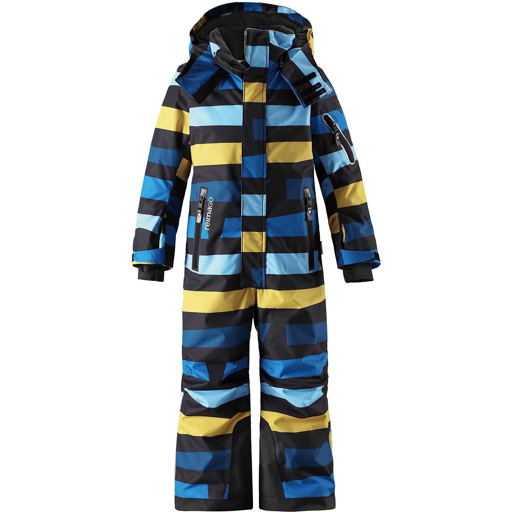Комбинезон Reimatec® Reima ReachВерхняя одежда<br>Характеристики товара:<br><br>• цвет: синий;<br>• состав: 100% полиэстер;<br>• подкладка: 100% полиэстер;<br>• утеплитель: 140 г/м2<br>• температурный режим: от 0 до -20С;<br>• сезон: зима; <br>• водонепроницаемость: 15000/12000 мм;<br>• воздухопроницаемость: 8000/7000 мм;<br>• износостойкость: 35000/80000 циклов (тест Мартиндейла);<br>• водо- и ветронепроницаемый, дышащий и грязеотталкивающий материал;<br>• прочные усиленные вставки внизу брючин;<br>• все швы проклеены и водонепроницаемы;<br>• гладкая подкладка из полиэстера;<br>• эластичные манжеты;<br>• застежка: молния с защитой подбородка;<br>• безопасный съемный и регулируемый капюшон на кнопках;<br>• регулируемые манжеты и внутренние манжеты из лайкры;<br>• регулируемый обхват талии;<br>• снегозащитные манжеты на штанинах;<br>• карманы на молнии, карман slipass на рукаве;<br>• кармана с креплением для сенсора ReimaGO®;<br>• светоотражающие детали;<br>• страна бренда: Финляндия;<br>• страна изготовитель: Китай.<br><br>Абсолютно непромокаемый и прочный детский зимний комбинезон Reimatec® с полностью проклеенными швами. Сверхпрочные усиления на концах брючин. Этот практичный комбинезон изготовлен из ветронепроницаемого и дышащего материала, поэтому вашему ребенку будет тепло и сухо, к тому же он не вспотеет. Комбинезон снабжен гладкой подкладкой из полиэстера. <br><br>В этом комбинезоне прямого кроя талия при необходимости легко регулируется, что позволяет подогнать комбинезон точно по фигуре. Кроме того, он снабжен регулируемыми манжетами и внутренними манжетами из лайкры. Съемный и регулируемый капюшон защищает от пронизывающего ветра, а еще он безопасен во время игр на свежем воздухе. Кнопки легко отстегиваются, если капюшон случайно за что-нибудь зацепится. <br><br>Два кармана на молнии, карман для лыжной карты и специальный карман для сенсора ReimaGO®. Материал имеет грязеотталкивающую поверхность, и при этом его можно сушить в сушильной машине. Светоотражаю