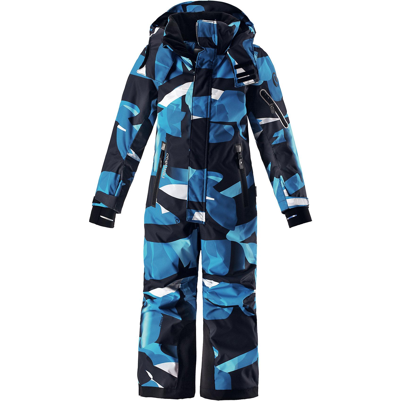 Комбинезон Reimatec® Reima ReachКомбинезоны<br>Характеристики товара:<br><br>• цвет: синий<br>• состав: 100% полиэстер;<br>• подкладка: 100% полиэстер;<br>• утеплитель: 140 г/м2<br>• температурный режим: от 0 до -20С;<br>• сезон: зима; <br>• водонепроницаемость: 15000/12000 мм;<br>• воздухопроницаемость: 8000/7000 мм;<br>• износостойкость: 35000/80000 циклов (тест Мартиндейла);<br>• водо- и ветронепроницаемый, дышащий и грязеотталкивающий материал;<br>• прочные усиленные вставки внизу брючин;<br>• все швы проклеены и водонепроницаемы;<br>• гладкая подкладка из полиэстера;<br>• эластичные манжеты;<br>• застежка: молния с защитой подбородка;<br>• безопасный съемный и регулируемый капюшон на кнопках;<br>• регулируемые манжеты и внутренние манжеты из лайкры;<br>• регулируемый обхват талии;<br>• снегозащитные манжеты на штанинах;<br>• карманы на молнии, карман slipass на рукаве;<br>• кармана с креплением для сенсора ReimaGO®;<br>• светоотражающие детали;<br>• страна бренда: Финляндия;<br>• страна изготовитель: Китай.<br><br>Абсолютно непромокаемый и прочный детский зимний комбинезон Reimatec® с полностью проклеенными швами. Сверхпрочные усиления на концах брючин. Этот практичный комбинезон изготовлен из ветронепроницаемого и дышащего материала, поэтому вашему ребенку будет тепло и сухо, к тому же он не вспотеет. Комбинезон снабжен гладкой подкладкой из полиэстера. <br><br>В этом комбинезоне прямого кроя талия при необходимости легко регулируется, что позволяет подогнать комбинезон точно по фигуре. Кроме того, он снабжен регулируемыми манжетами и внутренними манжетами из лайкры. Съемный и регулируемый капюшон защищает от пронизывающего ветра, а еще он безопасен во время игр на свежем воздухе. Кнопки легко отстегиваются, если капюшон случайно за что-нибудь зацепится. <br><br>Два кармана на молнии, карман для лыжной карты и специальный карман для сенсора ReimaGO®. Материал имеет грязеотталкивающую поверхность, и при этом его можно сушить в сушильной машине. Светоотражающие 