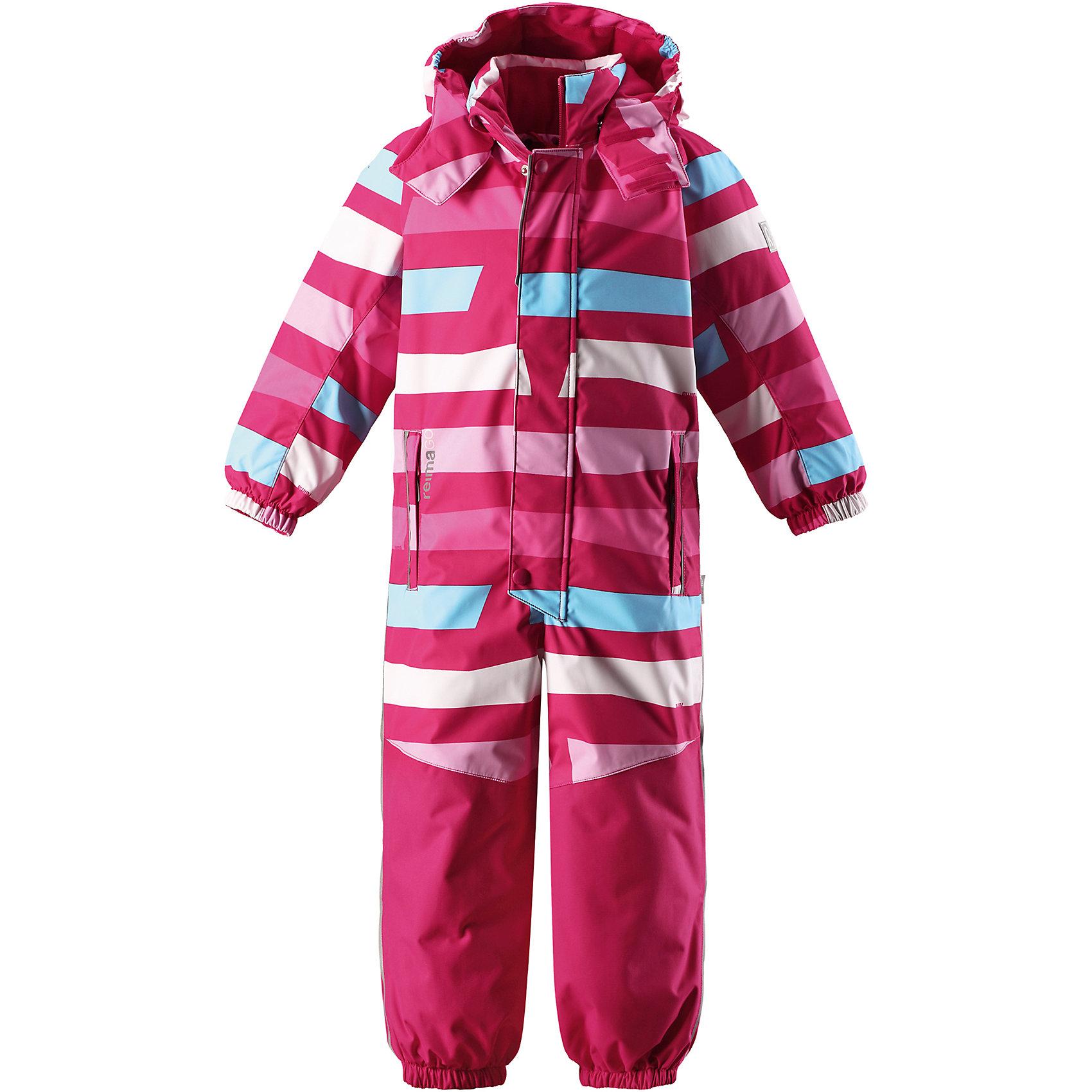 Комбинезон Otsamo Reimatec® ReimaВерхняя одежда<br>Абсолютно непромокаемый и прочный детский зимний комбинезон Reimatec® с полностью проклеенными швами. Суперпрочные усиления на задней части, коленях и концах брючин. Этот практичный комбинезон изготовлен из ветронепроницаемого и дышащего материала, поэтому вашему ребенку будет тепло и сухо, к тому же он не вспотеет. Комбинезон снабжен гладкой подкладкой из полиэстера. В этом комбинезоне прямого кроя талия при необходимости легко регулируется, что позволяет подогнать комбинезон точно по фигуре. А еще он снабжен эластичными манжетами на рукавах и концах брючин, которые регулируются застежкой на кнопках. Внутри комбинезона имеются удобные подтяжки, благодаря которым дети могут снять верхнюю часть, например, во время похода в магазин. Подтяжки поддерживают верхнюю часть на бедрах, обеспечивая комфорт при входе в помещение и не позволяя комбинезону тащится по полу.<br><br>Съемный и регулируемый капюшон защищает от пронизывающего ветра, а еще он безопасен во время игр на свежем воздухе. Кнопки легко отстегиваются, если капюшон случайно за что-нибудь зацепится. Съемные силиконовые штрипки не дают концам брючин задираться, бегай сколько хочешь! Два кармана на молнии и специальный карман для сенсора ReimaGO®. Материал имеет грязеотталкивающую поверхность, и при этом его можно сушить в сушильной машине. Светоотражающие детали довершают образ.<br>Состав:<br>100% Полиэстер<br><br>Ширина мм: 356<br>Глубина мм: 10<br>Высота мм: 245<br>Вес г: 519<br>Цвет: розовый<br>Возраст от месяцев: 108<br>Возраст до месяцев: 120<br>Пол: Унисекс<br>Возраст: Детский<br>Размер: 140,92,98,104,110,116,122,128,134<br>SKU: 6907634