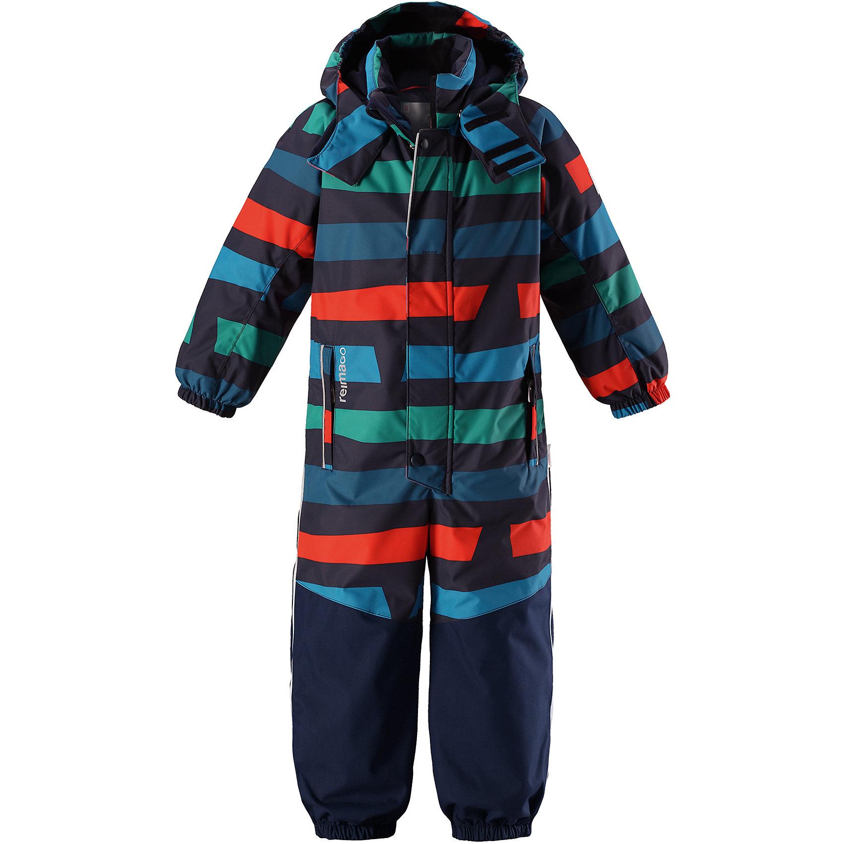 Комбинезон Reimatec® Reima OtsamoВерхняя одежда<br>Характеристики товара:<br><br>• цвет: мульти;<br>• состав: 100% полиэстер;<br>• подкладка: 100% полиэстер;<br>• утеплитель: 160 г/м2<br>• температурный режим: от 0 до -20С;<br>• сезон: зима; <br>• водонепроницаемость: 15000/12000 мм;<br>• воздухопроницаемость: 7000/8000 мм;<br>• износостойкость: 35000/80000 циклов (тест Мартиндейла);<br>• водо- и ветронепроницаемый, дышащий и грязеотталкивающий материал;<br>• прочные усиленные вставки внизу, на коленях и снизу на ногах;<br>• все швы проклеены и водонепроницаемы;<br>• гладкая подкладка из полиэстера;<br>• эластичные манжеты и пояс сзади;<br>• застежка: молния с защитой подбородка;<br>• безопасный съемный и регулируемый капюшон на кнопках;<br>• внутренняя регулировка обхвата талии;<br>• регулируемая длина брюк с помощью кнопок;<br>• прочные съемные силиконовые штрипки;<br>• два кармана на молнии;<br>• кармана с креплением для сенсора ReimaGO®;<br>• светоотражающие детали;<br>• страна бренда: Финляндия;<br>• страна изготовитель: Китай.<br><br>Непромокаемый и прочный детский зимний комбинезон Reimatec® с полностью проклеенными швами. Суперпрочные усиления на задней части, коленях и концах брючин. Этот практичный комбинезон изготовлен из ветронепроницаемого и дышащего материала. Комбинезон снабжен гладкой подкладкой из полиэстера. <br><br>В этом комбинезоне прямого кроя талия легко регулируется, что позволяет подогнать комбинезон точно по фигуре. А еще он снабжен эластичными манжетами на рукавах и концах брючин, которые регулируются застежкой на кнопках. Внутри комбинезона имеются удобные подтяжки, благодаря которым дети могут снять верхнюю часть. Подтяжки поддерживают верхнюю часть на бедрах, обеспечивая комфорт при входе в помещение и не позволяя комбинезону тащится по полу. <br><br>Съемный и регулируемый капюшон защищает от пронизывающего ветра, а еще он безопасен во время игр на свежем воздухе. Кнопки легко отстегиваются, если капюшон случайно за что-нибудь зацепится