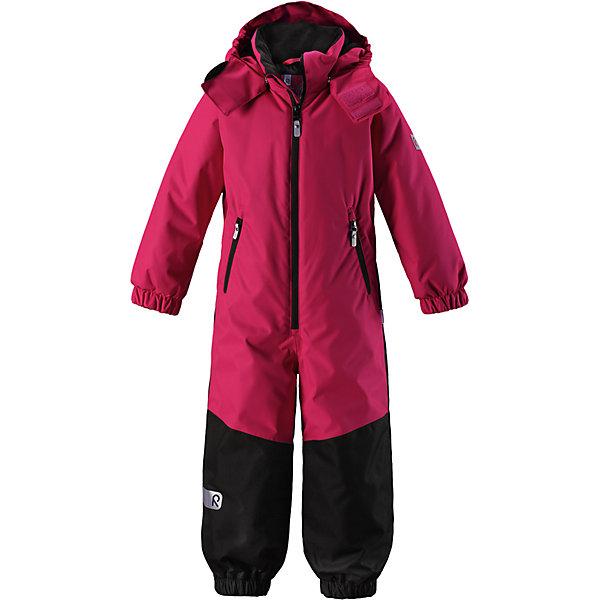 Комбинезон Reima Reissu для девочкиВерхняя одежда<br>Характеристики товара:<br><br>• цвет: розовый;<br>• состав: 100% полиэстер;<br>• подкладка: 100% полиэстер;<br>• утеплитель: 160 г/м2<br>• температурный режим: от 0 до -20С;<br>• сезон: зима; <br>• водонепроницаемость: 5000 мм;<br>• воздухопроницаемость: 5000 мм;<br>• износостойкость: 30000 циклов (тест Мартиндейла);<br>• водо- и ветронепроницаемый, дышащий и грязеотталкивающий материал;<br>• прочные усиленные вставки внизу, на коленях и снизу на ногах;<br>• основные швы проклеены и не пропускают влагу;<br>• гладкая подкладка из полиэстера;<br>• эластичные манжеты;<br>• застежка: молния с защитой подбородка;<br>• безопасный съемный капюшон на кнопках;<br>• внутренняя регулировка обхвата талии;<br>• регулируемая длина брюк с помощью кнопок;<br>• прочные съемные силиконовые штрипки;<br>• два кармана на молнии;<br>• светоотражающие детали;<br>• страна бренда: Финляндия;<br>• страна изготовитель: Китай.<br><br>Непромокаемый и прочный детский зимний комбинезон Reimatec® с проклеенными основными швами. Этот практичный комбинезон изготовлен из ветронепроницаемого и дышащего материала, поэтому вашему ребенку будет тепло и сухо, к тому же он не вспотеет. Комбинезон снабжен гладкой подкладкой из полиэстера. <br><br>В этом комбинезоне прямого кроя талия при необходимости легко регулируется изнутри, что позволяет подогнать комбинезон точно по фигуре. А еще он снабжен эластичными манжетами. Съемный капюшон защищает от пронизывающего ветра, а еще он безопасен во время игр на свежем воздухе. Кнопки легко отстегиваются, если капюшон случайно за что-нибудь зацепится. Этот практичный комбинезон снабжен съемными штрипками и двумя карманами на молнии. Светоотражающие детали довершают образ.<br><br>Комбинезон Reissu Reima от финского бренда Reima (Рейма) можно купить в нашем интернет-магазине.<br><br>Ширина мм: 356<br>Глубина мм: 10<br>Высота мм: 245<br>Вес г: 519<br>Цвет: розовый<br>Возраст от месяцев: 18<br>Возраст до месяцев: 24<br