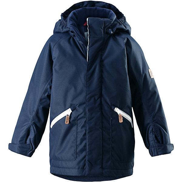 Куртка Reimatec® Reima Nappaa для мальчикаОдежда<br>Характеристики товара:<br><br>• цвет: синий;<br>• состав: 100% полиэстер;<br>• подкладка: 100% полиэстер;<br>• утеплитель: 160 г/м2<br>• температурный режим: от 0 до -20С;<br>• сезон: зима; <br>• водонепроницаемость: 8000 мм;<br>• воздухопроницаемость: 7000 мм;<br>• износостойкость: 30000 циклов (тест Мартиндейла);<br>• водо- и ветронепроницаемый, дышащий и грязеотталкивающий материал;<br>• основные швы проклеены и не пропускают влагу;<br>• гладкая подкладка из полиэстера;<br>• эластичные манжеты;<br>• застежка: молния с защитой подбородка;<br>• безопасный съемный капюшон на кнопках;<br>• регулируемый обхват талии и подол;<br>• два кармана на кнопках;<br>• светоотражающие детали;<br>• страна бренда: Финляндия;<br>• страна изготовитель: Китай.<br><br>Детская зимняя куртка Reimatec® изготовлена из износостойкого, водо и ветронепроницаемого, дышащего материала с водо и грязеотталкивающей поверхностью. Основные швы в куртке проклеены и водонепроницаемы, поэтому неожиданный снегопад или дождь не помешает веселым играм на свежем воздухе! Эта куртка с подкладкой из гладкого полиэстера легко надевается, и ее очень удобно носить. <br><br>Благодаря регулируемой талии и подолу, эта куртка прямого кроя отлично сидит по фигуре. Капюшон снабжен кнопками. Это обеспечивает дополнительную безопасность во время активных прогулок – капюшон легко отстегивается, если случайно за что-нибудь зацепится. Регулируемые манжеты, два передних кармана на молнии и светоотражающие детали.<br><br>Куртку Nappaa для мальчика Reimatec® Reima от финского бренда Reima (Рейма) можно купить в нашем интернет-магазине.<br>Ширина мм: 356; Глубина мм: 10; Высота мм: 245; Вес г: 519; Цвет: синий; Возраст от месяцев: 36; Возраст до месяцев: 48; Пол: Мужской; Возраст: Детский; Размер: 104,128,140,134,122,116,110; SKU: 6907840;