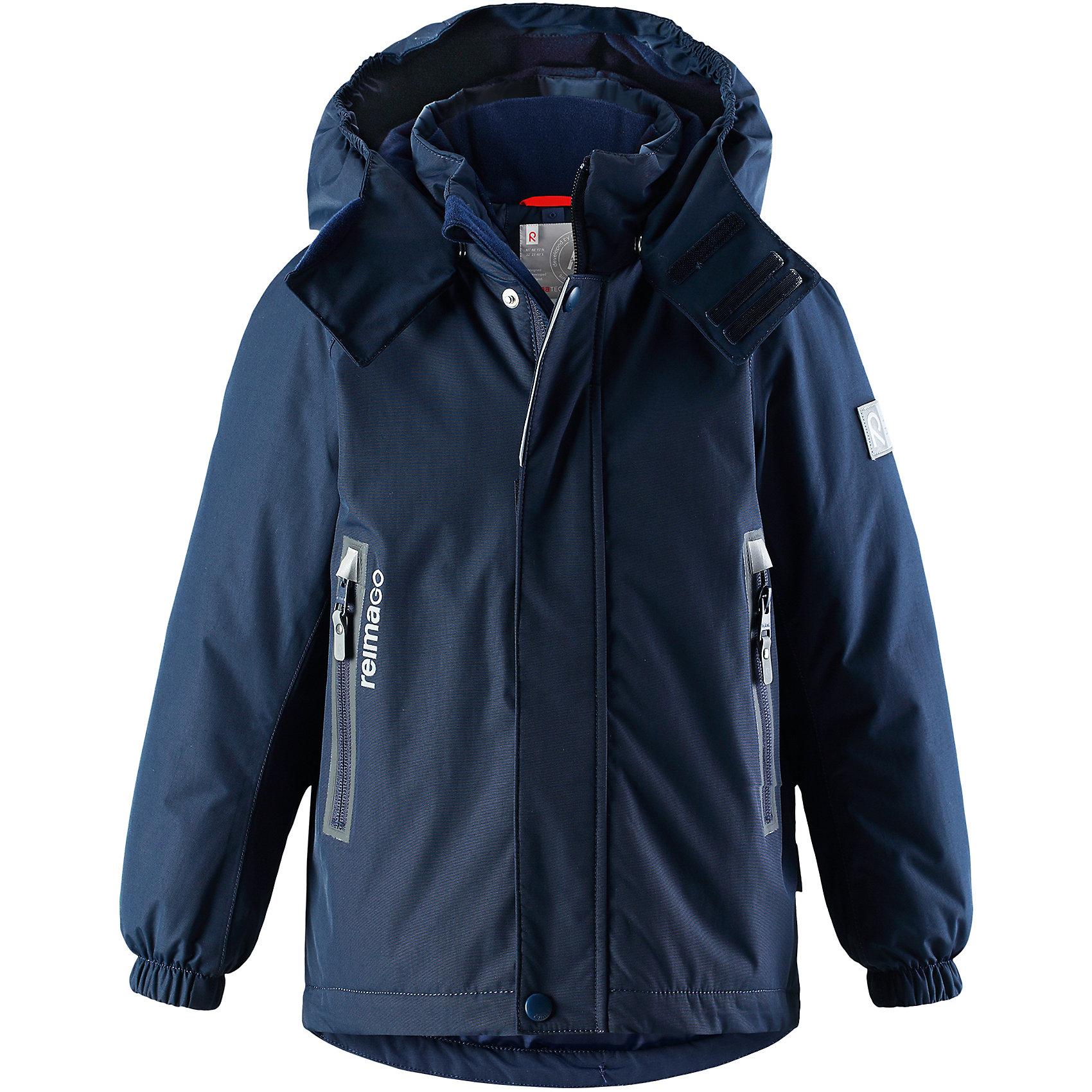 Куртка Chant Reimatec® ReimaЗимние куртки<br>Характеристики товара:<br><br>• цвет: темно-синий;<br>• состав: 100% полиэстер;<br>• утеплитель: 160 г/м2;<br>• сезон: зима;<br>• температурный режим: от 0 до -20С;<br>• водонепроницаемость: 15000 мм;<br>• воздухопроницаемость: 7000 мм;<br>• износостойкость: 40000 циклов (тест Мартиндейла);<br>• водо и ветронепроницаемый, дышащий и грязеотталкивающий материал;<br>• все швы проклеены и водонепроницаемы;<br>• безопасный съемный  и регулируемый капюшон на кнопках;<br>• застежка: молния с дополнительной планкой на кнопках;<br>• защита подбородка от защемления;<br>• гладкая подкладка из полиэстера;<br>• эластичные манжеты;<br>• регулируемый подол;<br>• внутренний нагрудный карман;<br>• два кармана на молнии;<br>• карман с креплением для сенсора ReimaGO®;<br>• светоотражающие элементы;<br>• система кнопок Play Layers® к этой куртке можно присоединять одежду промежуточного слоя Reima®;<br>• страна бренда: Финляндия;<br>• страна производства: Китай.<br><br>Зимняя куртка Reimatec® изготовлена из водо и ветронепроницаемого, дышащего материала, который эффективно отталкивает грязь. Все швы проклеены, водонепроницаемы. В этой куртке прямого покроя подол при необходимости легко регулируется, что позволяет подогнать куртку точно по фигуре. <br><br>Съемный и регулируемый капюшон защищает от пронизывающего ветра и проливного дождя, а еще он безопасен во время игр на свежем воздухе. В куртке предусмотрены два кармана на молнии, внутренний нагрудный карман, карман для сенсора ReimaGO® и множество светоотражающих деталей. Эта куртка очень проста в уходе, кроме того, ее можно сушить в стиральной машине.<br><br>Куртка Chant Reimatec® Reima можно купить в нашем интернет-магазине.<br><br>Ширина мм: 356<br>Глубина мм: 10<br>Высота мм: 245<br>Вес г: 519<br>Цвет: синий<br>Возраст от месяцев: 36<br>Возраст до месяцев: 48<br>Пол: Унисекс<br>Возраст: Детский<br>Размер: 104,140,110,116,122,128,134<br>SKU: 6907866