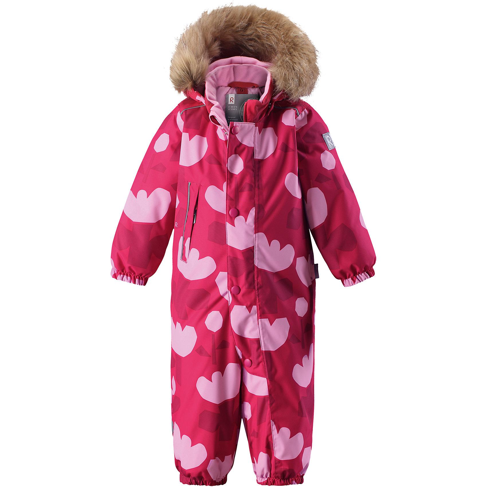 Комбинезон Reima Reimatec® Nuoska для девочкиВерхняя одежда<br>Характеристики товара:<br><br>• цвет: розовый<br>• состав: 100% полиэстер<br>• утеплитель: 160 г/м2 (soft loft insulation)<br>• сезон: зима<br>• температурный режим: от 0 до -20С<br>• водонепроницаемость: 15000 мм<br>• воздухопроницаемость: 7000 мм<br>• износостойкость: 40000 циклов (тест Мартиндейла)<br>• особенности модели: с рисунком,  с мехом<br>• основные швы проклеены и не пропускают влагу<br>• водо- и ветронепроницаемый, дышащий и грязеотталкивающий материал<br>• утепленная задняя часть изделия<br>• гладкая подкладка из полиэстера<br>• безопасный, съемный, регулируемый капюшон<br>• съемный искусственный мех на капюшоне<br>• защита подбородка от защемления<br>• эластичные манжеты и штанины<br>• эластичная талия<br>• съемные эластичные штрипки <br>• длинная молния для легкого надевания<br>• дополнительная планка с кнопками<br>• карман на молнии<br>• светоотражающие детали<br>• страна бренда: Финляндия<br>• страна изготовитель: Китай<br><br>Зимний комбинезон на молнии для девочки! Основные швы комбинезона проклеены, а сам он изготовлен из водо и ветронепроницаемого, грязеотталкивающего материала. Утепленная задняя часть обеспечит дополнительное утепление во время игр в снегу.<br><br>Гладкая подкладка и длинная молния облегчают надевание, а талия в комбинезоне регулируется. Маленький карман на молнии надежно сохранит все сокровища. Обратите внимание: комбинезон можно сушить в сушильной машине. Зимний комбинезон с капюшоном для девочки декорирован рисунком с цветами.<br><br>Комбинезон Nuoska для девочки Reimatec® Reima от финского бренда Reima (Рейма) можно купить в нашем интернет-магазине.<br><br>Ширина мм: 356<br>Глубина мм: 10<br>Высота мм: 245<br>Вес г: 519<br>Цвет: розовый<br>Возраст от месяцев: 6<br>Возраст до месяцев: 9<br>Пол: Женский<br>Возраст: Детский<br>Размер: 74,98,92,86,80<br>SKU: 6908098