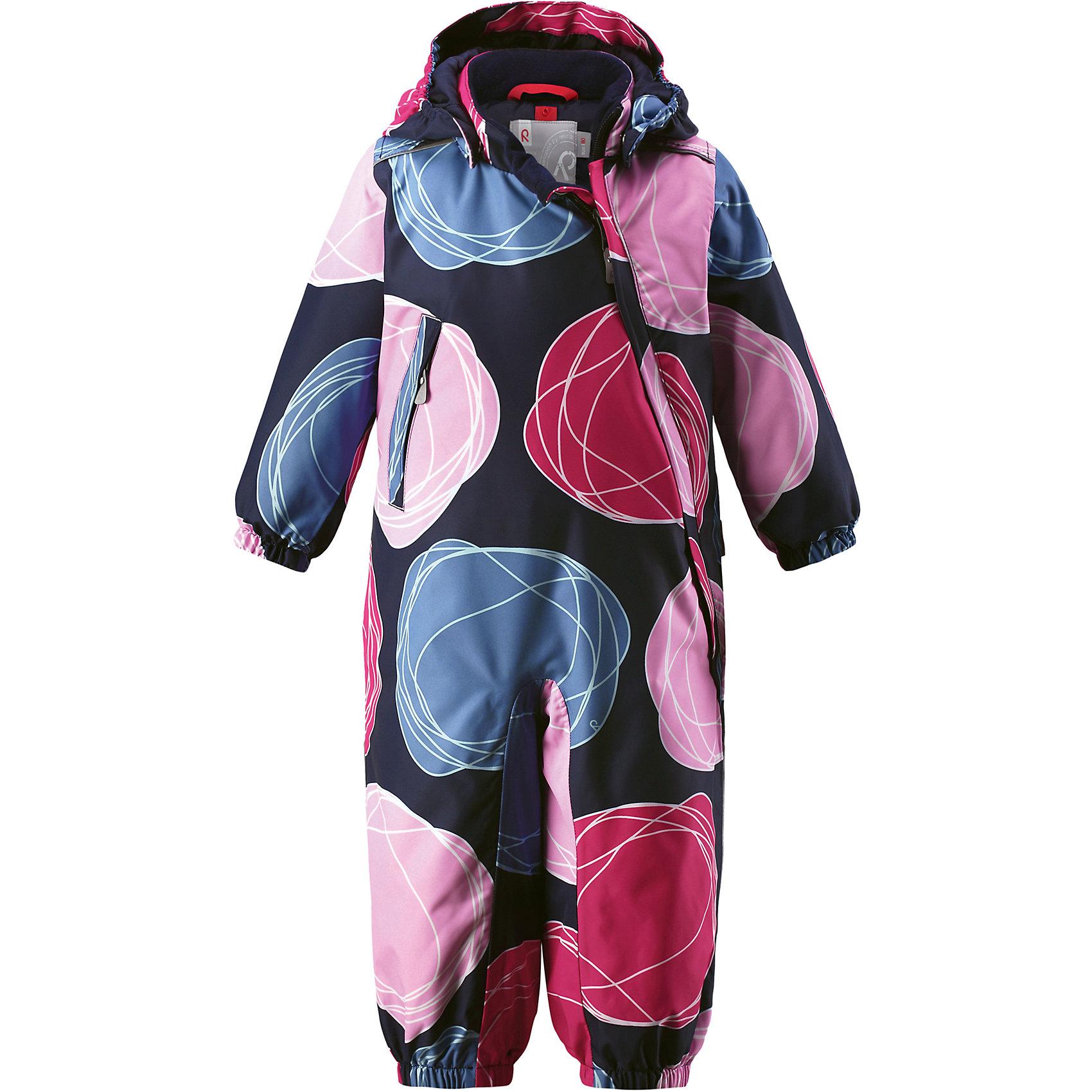 Комбинезон Reima Reimatec® LoskaВерхняя одежда<br>Характеристики товара:<br><br>• цвет: синий/розовый<br>• состав: 100% полиэстер<br>• утеплитель: 100% полиэстер, 160 г/м2 (soft loft insulation)<br>• сезон: зима<br>• температурный режим: от 0 до -20С<br>• водонепроницаемость: 15000 мм<br>• воздухопроницаемость: 7000 мм<br>• износостойкость: 40000 циклов (тест Мартиндейла)<br>• особенности модели: с рисунком<br>• основные швы проклеены и не пропускают влагу<br>• водо- и ветронепроницаемый, дышащий и грязеотталкивающий материал<br>• утепленная задняя часть изделия<br>• гладкая подкладка из полиэстера<br>• безопасный, съемный, регулируемый капюшон<br>• внутренняя регулировка талии<br>• защита подбородка от защемления<br>• эластичные манжеты и штанины<br>• эластичная талия<br>• съемные эластичные штрипки <br>• длинная молния для легкого надевания<br>• дополнительная планка с кнопками<br>• карман на молнии<br>• светоотражающие детали<br>• страна бренда: Финляндия<br>• страна изготовитель: Китай<br><br>Зимний комбинезон на молнии для девочки! Основные швы комбинезона проклеены, а сам он изготовлен из водо и ветронепроницаемого, грязеотталкивающего материала. Утепленная задняя часть обеспечит дополнительное утепление во время игр в снегу.<br><br>Гладкая подкладка и длинная молния облегчают надевание. Маленький карман на молнии надежно сохранит все сокровища. Обратите внимание: комбинезон можно сушить в сушильной машине. Зимний комбинезон с капюшоном для девочки декорирован рисунком в виде больших цветных кругов.<br><br>Комбинезон Loska Reimatec® Reima от финского бренда Reima (Рейма) можно купить в нашем интернет-магазине.<br><br>Ширина мм: 356<br>Глубина мм: 10<br>Высота мм: 245<br>Вес г: 519<br>Цвет: розовый<br>Возраст от месяцев: 24<br>Возраст до месяцев: 36<br>Пол: Унисекс<br>Возраст: Детский<br>Размер: 98,86,74,80,92<br>SKU: 6908146