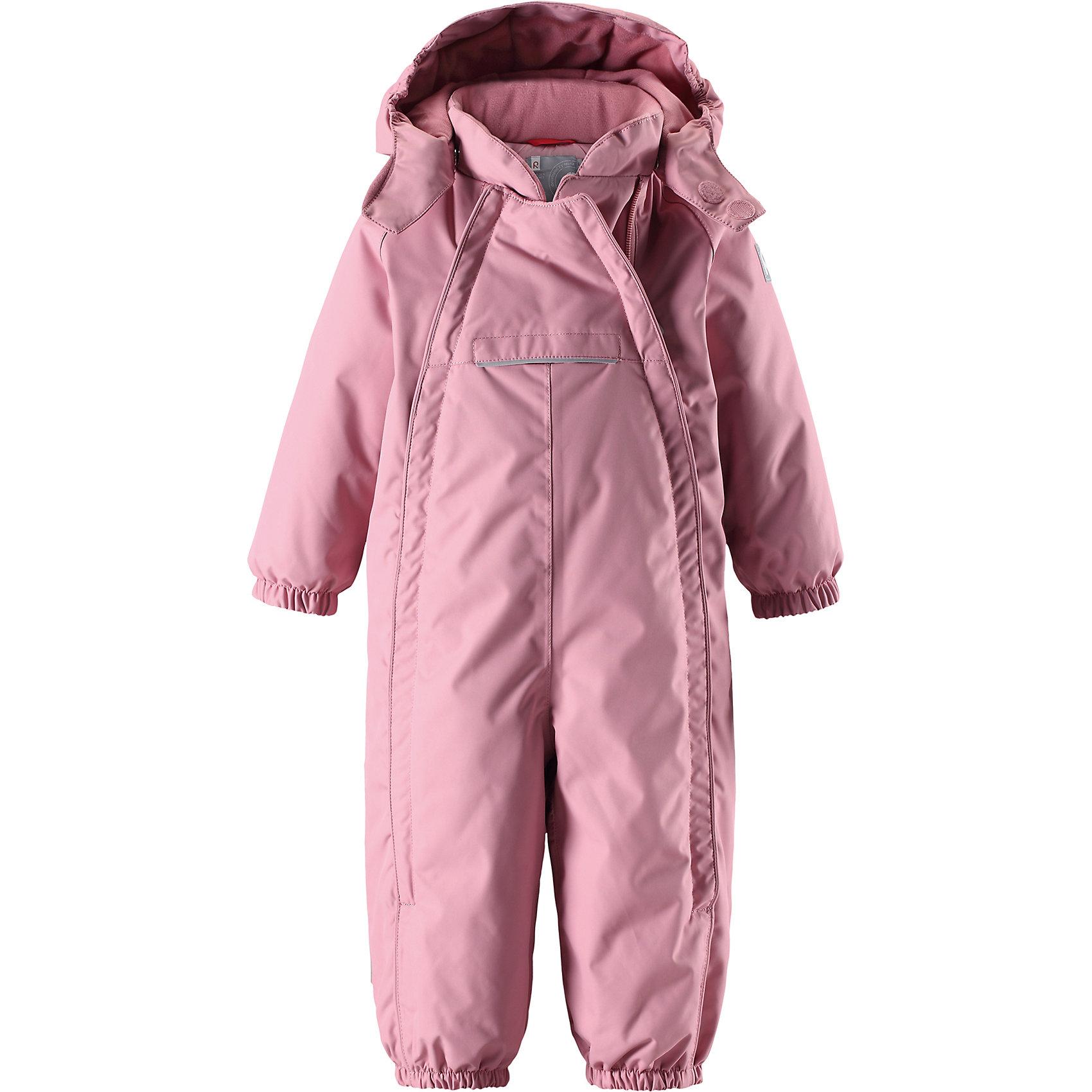 Комбинезон Reima Reimatec® CopenhagenВерхняя одежда<br>Характеристики товара:<br><br>• цвет: светло-розовый <br>• состав: 100% полиэстер<br>• утеплитель: 100% полиэстер, 160 г/м2 (soft loft insulation)<br>• сезон: зима<br>• температурный режим: от 0 до -20С<br>• водонепроницаемость: 15000 мм<br>• воздухопроницаемость: 7000 мм<br>• износостойкость: 40000 циклов (тест Мартиндейла)<br>• особенности модели: однотонный, с двойной молнией<br>• основные швы проклеены и не пропускают влагу<br>• водо- и ветронепроницаемый, дышащий и грязеотталкивающий материал<br>• утепленная задняя часть изделия<br>• гладкая подкладка из полиэстера<br>• безопасный, съемный капюшон на кнопках<br>• защита подбородка от защемления<br>• эластичные манжеты и штанины<br>• эластичная резинка по краю капюшона<br>• эластичная талия<br>• съемные эластичные штрипки <br>• длинная двойная молния для легкого надевания<br>• передний карман на молнии<br>• светоотражающие детали<br>• страна бренда: Финляндия<br>• страна изготовитель: Китай<br><br>Стильный, зимний комбинезон на молнии Reimatec® в котором дети могут гулять целый день и при этом не намокнуть. Водо и ветронепроницаемый комбинезон изготовлен из прочного, дышащего материала.<br><br>Благодаря двум молниям во всю длину, этот комбинезон легко надевается, а утепленная задняя часть обеспечит сухость во время зимних забав. Передний карман на молнии. Съемный капюшон обеспечит защиту от пронизывающего ветра и безопасность во время игр на свежем воздухе. <br><br>Кнопки легко отстегиваются, если капюшон случайно за что-нибудь зацепится. По краю капюшон снабжен эластичной резинкой. Зимний комбинезон с капюшоном очень прост в уходе, кроме того, его можно сушить в сушильной машине.<br><br>Комбинезон Copenhagen Reimatec® Reima от финского бренда Reima (Рейма) можно купить в нашем интернет-магазине.<br><br>Ширина мм: 356<br>Глубина мм: 10<br>Высота мм: 245<br>Вес г: 519<br>Цвет: розовый<br>Возраст от месяцев: 6<br>Возраст до месяцев: 9<br>Пол: Унисекс<br>Возрас