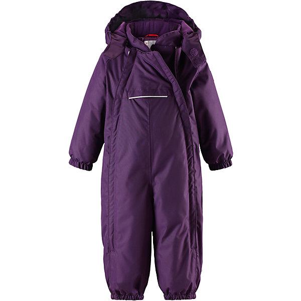 Комбинезон Reima Reimatec® CopenhagenВерхняя одежда<br>Характеристики товара:<br><br>• цвет: фиолетовый <br>• состав: 100% полиэстер<br>• утеплитель: 100% полиэстер, 160 г/м2 (soft loft insulation)<br>• сезон: зима<br>• температурный режим: от 0 до -20С<br>• водонепроницаемость: 15000 мм<br>• воздухопроницаемость: 7000 мм<br>• износостойкость: 40000 циклов (тест Мартиндейла)<br>• особенности модели: однотонный, с двойной молнией<br>• основные швы проклеены и не пропускают влагу<br>• водо- и ветронепроницаемый, дышащий и грязеотталкивающий материал<br>• утепленная задняя часть изделия<br>• гладкая подкладка из полиэстера<br>• безопасный, съемный капюшон на кнопках<br>• защита подбородка от защемления<br>• эластичные манжеты и штанины<br>• эластичная резинка по краю капюшона<br>• эластичная талия<br>• съемные эластичные штрипки <br>• длинная двойная молния для легкого надевания<br>• передний карман на молнии<br>• светоотражающие детали<br>• страна бренда: Финляндия<br>• страна изготовитель: Китай<br><br>Стильный, зимний комбинезон на молнии Reimatec® в котором дети могут гулять целый день и при этом не намокнуть. Водо и ветронепроницаемый комбинезон изготовлен из прочного, дышащего материала.<br><br>Благодаря двум молниям во всю длину, этот комбинезон легко надевается, а утепленная задняя часть обеспечит сухость во время зимних забав. Передний карман на молнии. Съемный капюшон обеспечит защиту от пронизывающего ветра и безопасность во время игр на свежем воздухе. <br><br>Кнопки легко отстегиваются, если капюшон случайно за что-нибудь зацепится. По краю капюшон снабжен эластичной резинкой. Зимний комбинезон с капюшоном очень прост в уходе, кроме того, его можно сушить в сушильной машине.<br><br>Комбинезон Copenhagen Reimatec® Reima от финского бренда Reima (Рейма) можно купить в нашем интернет-магазине.<br>Ширина мм: 356; Глубина мм: 10; Высота мм: 245; Вес г: 519; Цвет: лиловый; Возраст от месяцев: 6; Возраст до месяцев: 9; Пол: Унисекс; Возраст: Детский; Размер: 74,9