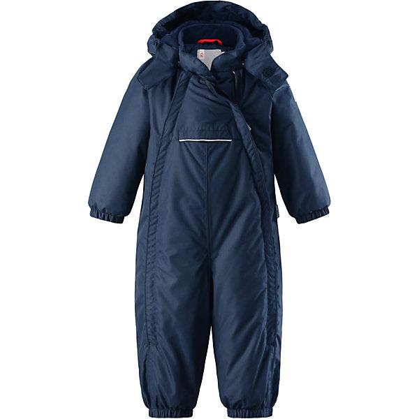 Комбинезон Reima Reimatec® CopenhagenВерхняя одежда<br>Характеристики товара:<br><br>• цвет: темно-синий <br>• состав: 100% полиэстер<br>• утеплитель: 100% полиэстер, 160 г/м2 (soft loft insulation)<br>• сезон: зима<br>• температурный режим: от 0 до -20С<br>• водонепроницаемость: 15000 мм<br>• воздухопроницаемость: 7000 мм<br>• износостойкость: 40000 циклов (тест Мартиндейла)<br>• особенности модели: однотонный, с двойной молнией<br>• основные швы проклеены и не пропускают влагу<br>• водо- и ветронепроницаемый, дышащий и грязеотталкивающий материал<br>• утепленная задняя часть изделия<br>• гладкая подкладка из полиэстера<br>• безопасный, съемный капюшон на кнопках<br>• защита подбородка от защемления<br>• эластичные манжеты и штанины<br>• эластичная резинка по краю капюшона<br>• эластичная талия<br>• съемные эластичные штрипки <br>• длинная двойная молния для легкого надевания<br>• передний карман на молнии<br>• светоотражающие детали<br>• страна бренда: Финляндия<br>• страна изготовитель: Китай<br><br>Стильный, зимний комбинезон на молнии Reimatec® в котором дети могут гулять целый день и при этом не намокнуть. Водо и ветронепроницаемый комбинезон изготовлен из прочного, дышащего материала.<br><br>Благодаря двум молниям во всю длину, этот комбинезон легко надевается, а утепленная задняя часть обеспечит сухость во время зимних забав. Передний карман на молнии. Съемный капюшон обеспечит защиту от пронизывающего ветра и безопасность во время игр на свежем воздухе. <br><br>Кнопки легко отстегиваются, если капюшон случайно за что-нибудь зацепится. По краю капюшон снабжен эластичной резинкой. Зимний комбинезон с капюшоном очень прост в уходе, кроме того, его можно сушить в сушильной машине.<br><br>Комбинезон Copenhagen Reimatec® Reima от финского бренда Reima (Рейма) можно купить в нашем интернет-магазине.<br><br>Ширина мм: 356<br>Глубина мм: 10<br>Высота мм: 245<br>Вес г: 519<br>Цвет: синий<br>Возраст от месяцев: 6<br>Возраст до месяцев: 9<br>Пол: Унисекс<br>Возраст: Де