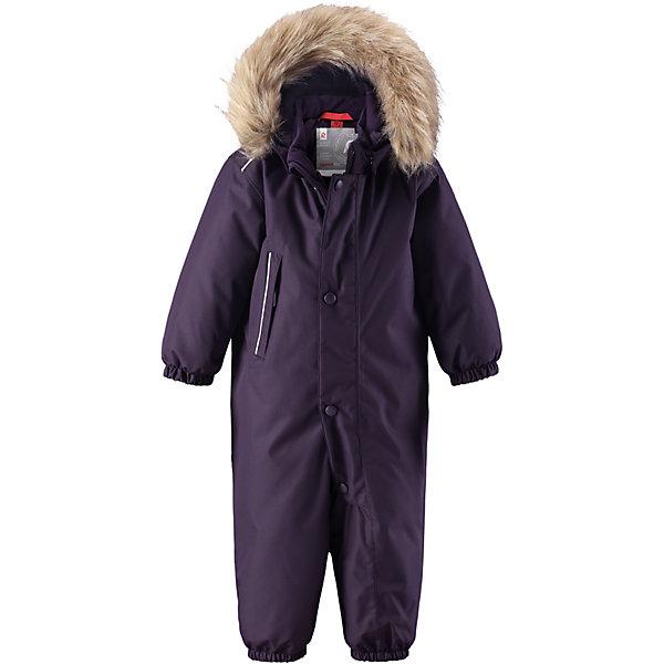 Комбинезон Reima Reimatec® Gotland для девочкиОдежда<br>Характеристики товара:<br><br>• цвет: фиолетовый <br>• состав: 100% полиэстер<br>• утеплитель: 100% полиэстер, 160 г/м2 (soft loft insulation)<br>• сезон: зима<br>• температурный режим: от 0 до -20С<br>• водонепроницаемость: 15000 мм<br>• воздухопроницаемость: 7000 мм<br>• износостойкость: 40000 циклов (тест Мартиндейла)<br>• особенности модели: однотонный, с мехом<br>• основные швы проклеены и не пропускают влагу<br>• водо- и ветронепроницаемый, дышащий и грязеотталкивающий материал<br>• утепленная задняя часть изделия<br>• гладкая подкладка из полиэстера<br>• безопасный, съемный капюшон на кнопках<br>• съемный искусственный мех на капюшоне<br>• защита подбородка от защемления<br>• эластичные манжеты и штанины<br>• эластичная талия<br>• съемные эластичные штрипки <br>• длинная молния для легкого надевания<br>• дополнительная планка на кнопках<br>• карман на молнии<br>• светоотражающие детали<br>• система кнопок Play Layers®<br>• страна бренда: Финляндия<br>• страна изготовитель: Китай<br><br>Классический зимний комбинезон на молнии для малышей очень прост в уходе и идеально подходит для всех зимних забав. Этот непромокаемый зимний комбинезон изготовлен из дышащего и ветронепроницаемого, а также водо и грязеотталкивающего материала.<br><br>Все швы проклеены, водонепроницаемы, а еще комбинезон снабжен утепленной вставкой на задней части, благодаря которой ребенку будет тепло и сухо во время зимних приключений. Благодаря гладкой подкладке из полиэстера, зимний комбинезон с капюшоном очень легко надевать и удобно носить с теплой одеждой промежуточного слоя. <br><br>Обратите внимание, что с помощью удобной системы кнопок Play Layers® к комбинезону можно присоединять разнообразную одежду промежуточного слоя Reima®. Съемный регулируемый капюшон обеспечивает дополнительную безопасность во время игр на свежем воздухе. <br><br>Кнопки легко отстегиваются, если капюшон случайно за что-нибудь зацепится. Прочные силиконовые