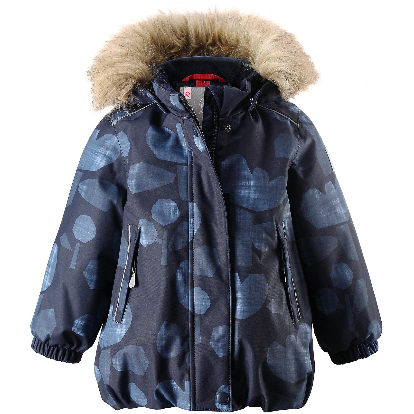 Куртка Reima Reima Pihlaja для девочкиВерхняя одежда<br>Характеристики товара:<br><br>• цвет: синий <br>• состав: 100% полиэстер<br>• утеплитель: 100% полиэстер, 160 г/м2 (soft loft insulation)<br>• сезон: зима<br>• температурный режим: от 0 до -20С<br>• водонепроницаемость: 15000 мм<br>• воздухопроницаемость: 7000 мм<br>• износостойкость: 40000 циклов (тест Мартиндейла)<br>• особенности модели: с рисунком, с мехом<br>• основные швы проклеены и не пропускают влагу<br>• водо- и ветронепроницаемый, дышащий и грязеотталкивающий материал<br>• гладкая подкладка из полиэстера<br>• безопасный, съемный капюшон на кнопках<br>• съемный искусственный мех на капюшоне<br>• защита подбородка от защемления<br>• эластичные манжеты<br>• регулируемый подол<br>• застежка: молния<br>• дополнительная планка на кнопках<br>• два кармана на молнии<br>• светоотражающие детали<br>• страна бренда: Финляндия<br>• страна изготовитель: Китай<br><br>Зимняя куртка с капюшоном для девочки. Все швы проклеены и водонепроницаемы, а сама она изготовлена из водо и ветронепроницаемого, грязеотталкивающего материала. Гладкая подкладка и длинная застежка на молнии облегчают надевание.<br><br>Съемный капюшон защищает от ветра, к тому же он абсолютно безопасен – легко отстегнется, если вдруг за что-нибудь зацепится. Маленькие карманы на молнии надежно сохранят все сокровища. Обратите внимание: куртку можно сушить в сушильной машине. Зимняя куртка на молнии для девочки декорирована абстрактным рисунком.<br><br>Куртка Pihlaja для девочки Reimatec® Reima от финского бренда Reima (Рейма) можно купить в нашем интернет-магазине.<br><br>Ширина мм: 356<br>Глубина мм: 10<br>Высота мм: 245<br>Вес г: 519<br>Цвет: синий<br>Возраст от месяцев: 24<br>Возраст до месяцев: 36<br>Пол: Женский<br>Возраст: Детский<br>Размер: 98,80,86,92<br>SKU: 6908240
