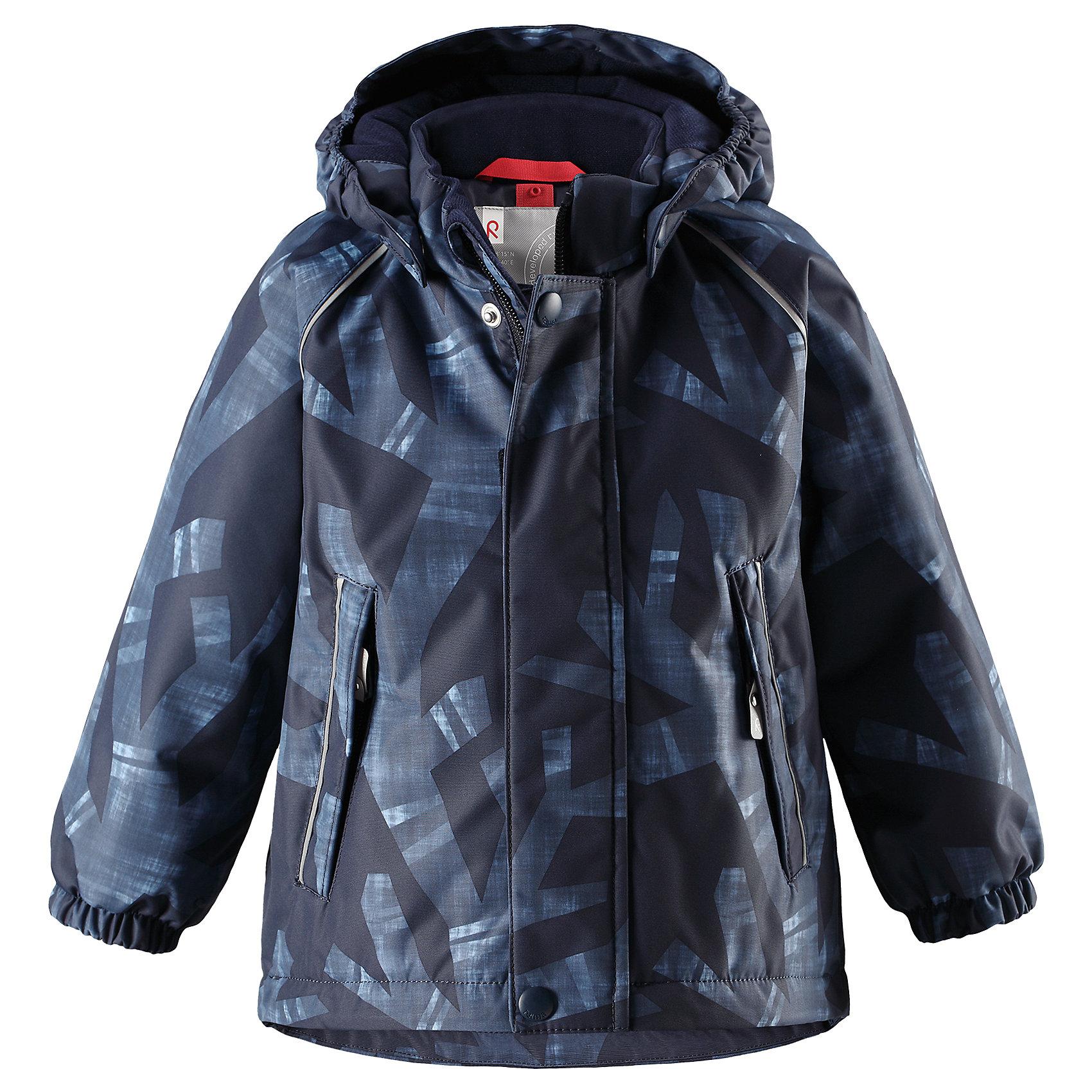 Куртка Reima Reimatec® Kuusi для мальчикаВерхняя одежда<br>Характеристики товара:<br><br>• цвет: синий <br>• состав: 100% полиэстер<br>• утеплитель: 100% полиэстер, 160 г/м2 (soft loft insulation)<br>• сезон: зима<br>• температурный режим: от 0 до -20С<br>• водонепроницаемость: 15000 мм<br>• воздухопроницаемость: 7000 мм<br>• износостойкость: 40000 циклов (тест Мартиндейла)<br>• особенности модели: с рисунком, с мехом<br>• основные швы проклеены и не пропускают влагу<br>• водо- и ветронепроницаемый, дышащий и грязеотталкивающий материал<br>• гладкая подкладка из полиэстера<br>• безопасный, съемный капюшон на кнопках<br>• съемный искусственный мех на капюшоне<br>• защита подбородка от защемления<br>• эластичные манжеты<br>• регулируемый подол<br>• застежка: молния<br>• дополнительная планка на кнопках<br>• два кармана на молнии<br>• светоотражающие детали<br>• страна бренда: Финляндия<br>• страна изготовитель: Китай<br><br>Зимняя куртка с капюшоном для мальчика. Все швы проклеены и водонепроницаемы, а сама она изготовлена из водо и ветронепроницаемого, грязеотталкивающего материала. Гладкая подкладка и длинная застежка на молнии облегчают надевание.<br><br>Съемный капюшон защищает от ветра, к тому же он абсолютно безопасен – легко отстегнется, если вдруг за что-нибудь зацепится. Маленькие карманы на молнии надежно сохранят все сокровища. Обратите внимание: куртку можно сушить в сушильной машине. Зимняя куртка на молнии для мальчика декорирована абстрактным рисунком.<br><br>Куртка Kuusi для мальчика Reimatec® Reima от финского бренда Reima (Рейма) можно купить в нашем интернет-магазине.<br><br>Ширина мм: 356<br>Глубина мм: 10<br>Высота мм: 245<br>Вес г: 519<br>Цвет: синий<br>Возраст от месяцев: 12<br>Возраст до месяцев: 15<br>Пол: Мужской<br>Возраст: Детский<br>Размер: 80,98,86,92<br>SKU: 6908250