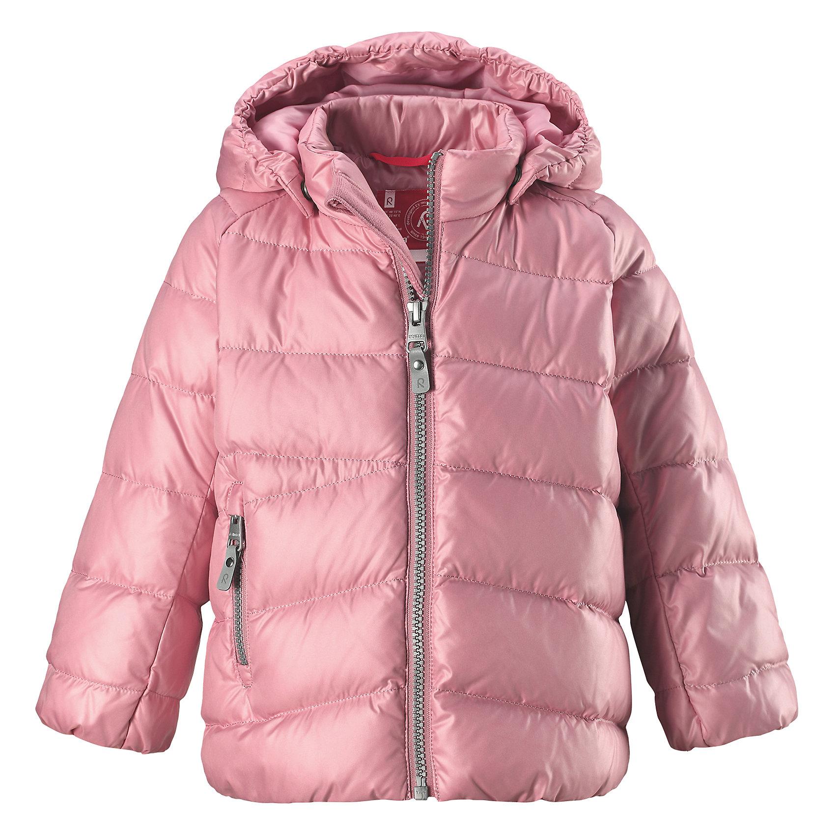 Куртка Reima VihtaОдежда<br>Характеристики товара:<br><br>• цвет: розовый <br>• состав: 100% полиэстер<br>• утеплитель: 60 г/м2 (60% пух, 40% перо)<br>• сезон: зима<br>• температурный режим: от 0 до -20С<br>• особенности модели: пуховая<br>• ветронепроницаемый материал<br>• гладкая подкладка из полиэстера<br>• безопасный, съемный капюшон на кнопках<br>• защита подбородка от защемления<br>• застежка: молния<br>• боковой карман на молнии<br>• светоотражающие детали<br>• страна бренда: Финляндия<br>• страна изготовитель: Китай<br><br>Зимняя пуховая куртка с капюшоном для девочки! Внутри – теплый пух, а снаружи – ветронепроницаемый материал. Куртка застегивается на молнию, есть защита от защемления подбородка. Боковой карман на молнии. Куртка оснащена светоотражающими элементами. Обратите внимание: эту куртку можно сушить в сушильной машине. <br><br>Куртку Vihta Reima от финского бренда Reima (Рейма) можно купить в нашем интернет-магазине.<br><br>Ширина мм: 356<br>Глубина мм: 10<br>Высота мм: 245<br>Вес г: 519<br>Цвет: розовый<br>Возраст от месяцев: 48<br>Возраст до месяцев: 60<br>Пол: Унисекс<br>Возраст: Детский<br>Размер: 110,80,86,92,98,104<br>SKU: 6908260