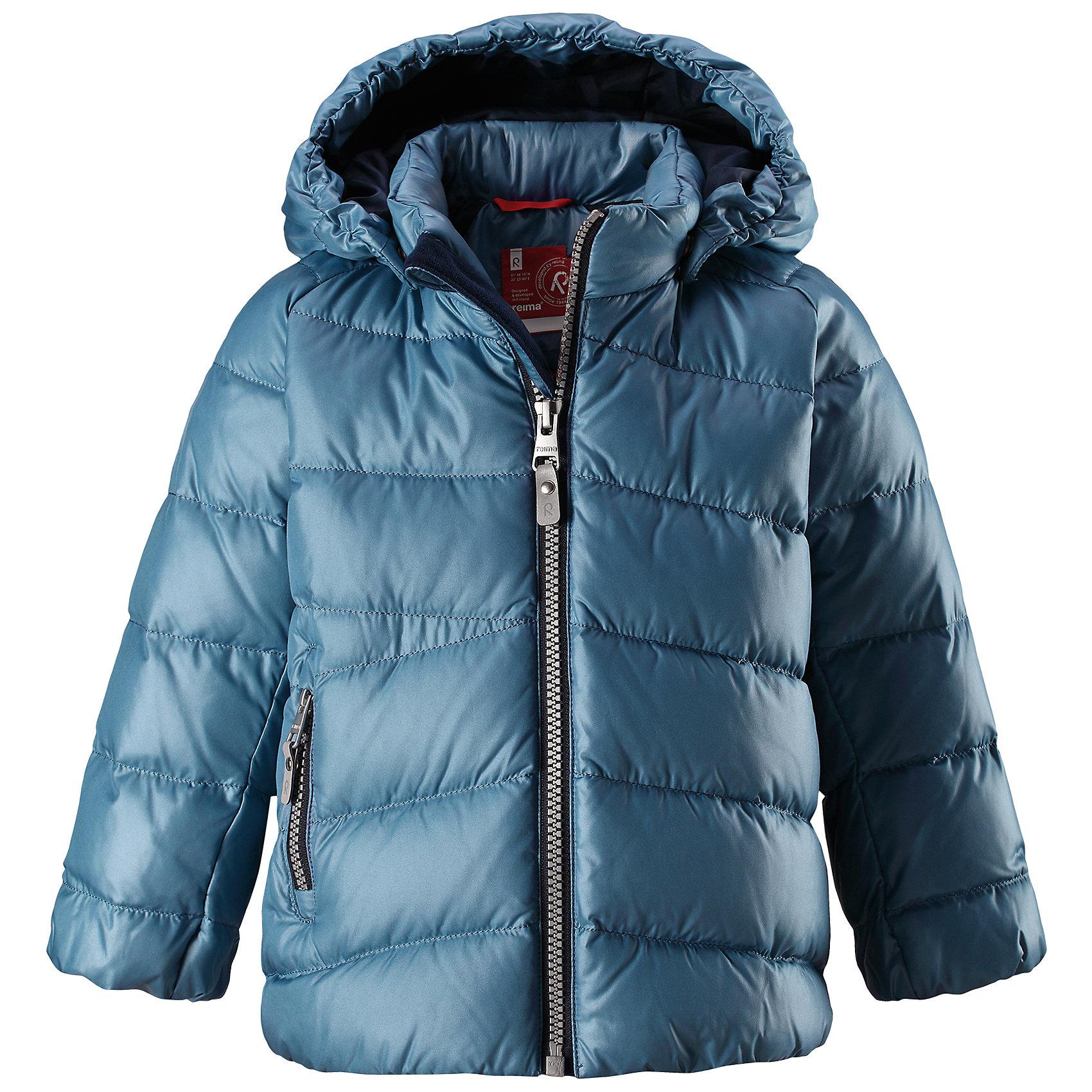 Куртка Reima VihtaВерхняя одежда<br>Характеристики товара:<br><br>• цвет: синий <br>• состав: 100% полиэстер<br>• утеплитель: 60 г/м2 (60% пух, 40% перо)<br>• сезон: зима<br>• температурный режим: от 0 до -20С<br>• особенности модели: пуховая<br>• ветронепроницаемый материал<br>• гладкая подкладка из полиэстера<br>• безопасный, съемный капюшон на кнопках<br>• защита подбородка от защемления<br>• застежка: молния<br>• боковой карман на молнии<br>• светоотражающие детали<br>• страна бренда: Финляндия<br>• страна изготовитель: Китай<br><br>Зимняя пуховая куртка с капюшоном для мальчика! Внутри – теплый пух, а снаружи – ветронепроницаемый материал. Куртка застегивается на молнию, есть защита от защемления подбородка. Боковой карман на молнии. Куртка оснащена светоотражающими элементами. Обратите внимание: эту куртку можно сушить в сушильной машине. <br><br>Куртку Vihta Reima от финского бренда Reima (Рейма) можно купить в нашем интернет-магазине.<br><br>Ширина мм: 356<br>Глубина мм: 10<br>Высота мм: 245<br>Вес г: 519<br>Цвет: синий<br>Возраст от месяцев: 48<br>Возраст до месяцев: 60<br>Пол: Унисекс<br>Возраст: Детский<br>Размер: 110,80,86,92,98,104<br>SKU: 6908267