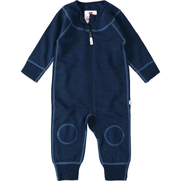 Комбинезон Reima LauhaКомплекты<br>Характеристики товара:<br><br>• цвет: синий <br>• состав: 80% шерсть, 20% полиэстер<br>• сезон: демисезон<br>• особенности модели: шерстяной, с начесом<br>• с изнаночной стороны мягкий флис с начесом<br>• выводит влагу в верхние слои одежды<br>• шерсть идеально поддерживает температуру<br>• эластичная мягкая резинка на манжетах и штанинах<br>• молния по всей длине с защитой подбородка<br>• швы контрастного цвета<br>• страна бренда: Финляндия<br>• страна изготовитель: Китай<br><br>Мягкий шерстяной комбинезон для новорожденных выглядит как трикотаж, но сшит из теплой шерсти! С изнаночной стороны стильного комбинезона – мягкий флис с начесом. Дышащий, теплый и невероятно уютный комбинезон мягко касается нежной кожи ребенка, он отлично подойдет для игр в помещении или послужит в качестве промежуточного слоя зимой. <br><br>Эта модель разработана с учетом всех потребностей новорожденных и снабжена удобными манжетами с мягкой резинкой на рукавах и брючинах. Молния во всю длину облегчает надевание, а защита для подбородка не даст поцарапать шею и подбородок ребенка. <br><br>Комбинезон Lauha Reima от финского бренда Reima (Рейма) можно купить в нашем интернет-магазине.<br>Ширина мм: 356; Глубина мм: 10; Высота мм: 245; Вес г: 519; Цвет: синий; Возраст от месяцев: 0; Возраст до месяцев: 1; Пол: Мужской; Возраст: Детский; Размер: 50/56,74/80,62/68; SKU: 6908367;