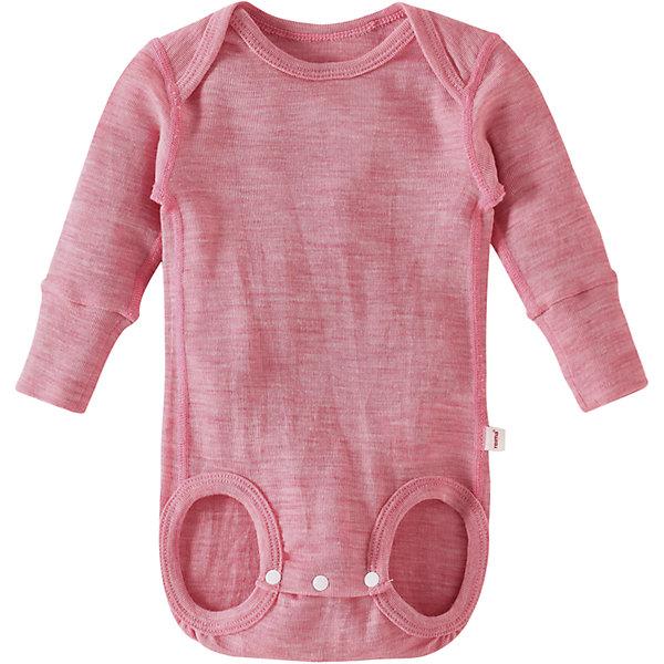 Боди Reima Utu для девочкиОдежда<br>Характеристики товара:<br><br>• цвет: розовый <br>• состав: 72% шерсть, 28% лиоцелл<br>• сезон: демисезон<br>• особенности модели: шерстяное, с длинным рукавом<br>• рукава подворачиваются в размерах 50-56<br>• смесь мягкой мериносовой шерсти и Tencel® для поддержания идеальной температуры тела<br>• кнопки в области шагового шва, позволяющие легко переодеть ребенка<br>• мягкие плоские швы для дополнительного комфорта: не раздражают кожу<br>• удлиненные вязаные резинки на манжетах<br>• страна бренда: Финляндия<br>• страна изготовитель: Китай<br><br>Боди с длинным рукавом сшит из смеси мериносовой шерсти и волокна Tencel®: материал отлично регулирует температуру, благодаря чему боди можно носить круглый год. <br><br>В размере 50-56 предусмотрены подворачивающиеся рукава, которые не дают крохе себя поцарапать, а в остальных размерах – длинные манжеты на резинке с запасом на вырост. Кнопки на шаговом шве усилены специальной прокладкой, так что теперь они расстегиваются без усилий и при этом не портят мягкий материал. <br><br>Боди Utu Reima от финского бренда Reima (Рейма) можно купить в нашем интернет-магазине.<br>Ширина мм: 157; Глубина мм: 13; Высота мм: 119; Вес г: 200; Цвет: розовый; Возраст от месяцев: 0; Возраст до месяцев: 1; Пол: Женский; Возраст: Детский; Размер: 62/68,50/56,74/80; SKU: 6908439;