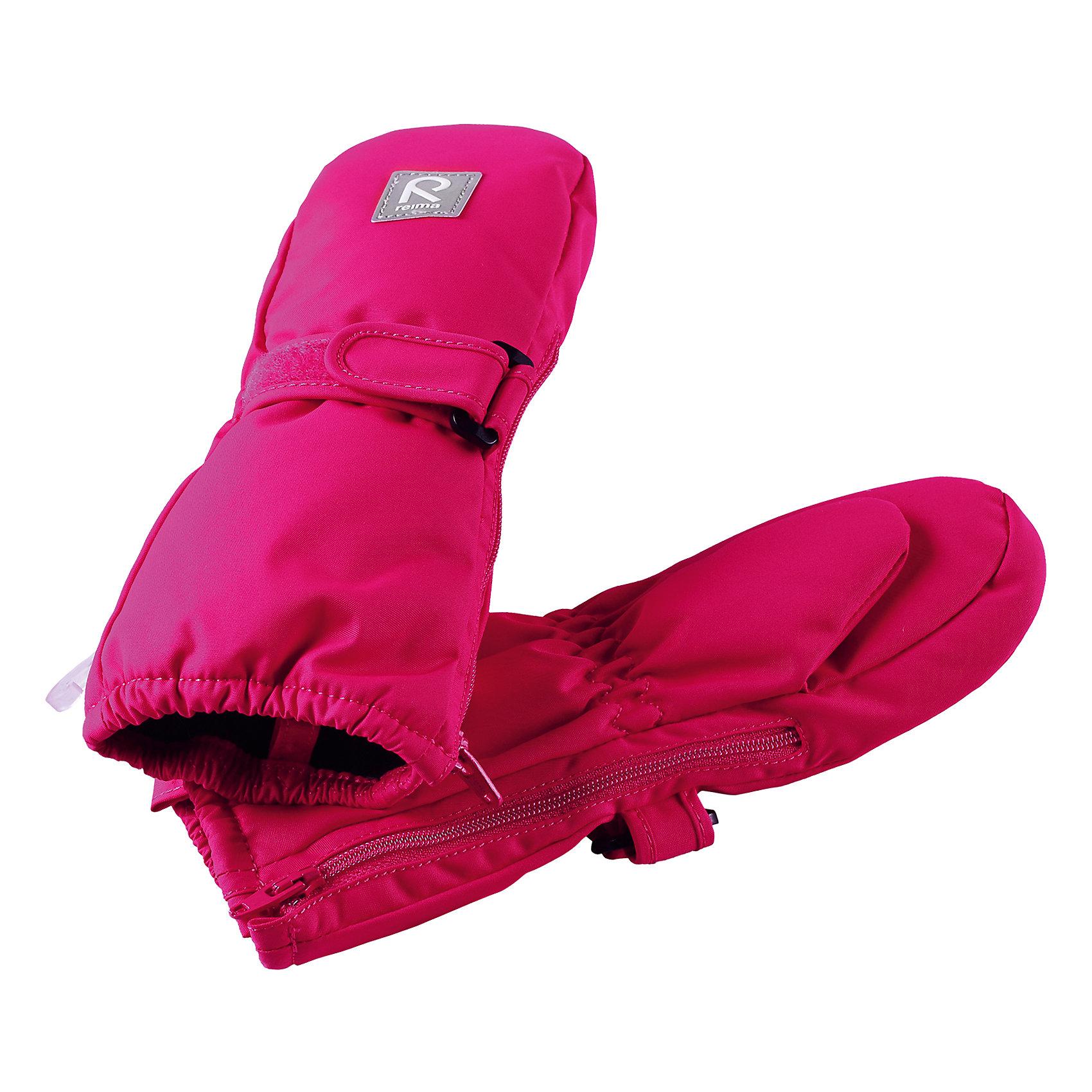 Варежки Reima TassuПерчатки, варежки<br>Характеристики товара:<br><br>• цвет: розовый;<br>• состав: 100% полиэстер;<br>• утеплитель: 170 г/м2 (comfort insulation);<br>• температурный режим: от -10 до -20С;<br>• сезон: зима; <br>• водонепроницаемость: 15000 мм;<br>• воздухопроницаемость: 7000 мм;<br>• износостойкость: 40000 (тест Мартиндейла);<br>• особенности модели: на молнии, на липучке;<br>• застежка: молния и липучка-утяжка;<br>• водонепроницаемый прочный материал;<br>• ветронепроницаемый и грязеотталкивающий материал;<br>• подкладка из полиэстера с небольшим начесом;<br>• обратите внимание, что из-за молнии изделие не является полностью водонепроницаемым;<br>• логотип Reima;<br>• страна бренда: Финляндия;<br>• страна изготовитель: Китай.<br><br>Зимние варежки на молнии отлично подойдут для сухой морозной зимней поры. Благодаря молнии, эти варежки легко надеть на ручки, а мягкая трикотажная подкладка из полиэстера очень приятна на ощупь. Варежки имеют липучку, с помощью которой можно регулировать обхват. Варежки очень просты в уходе – их можно сушить в сушильной машине, так что сразу после стирки они будут снова готовы к веселым снежным приключениям.<br><br>Варежки Tassu Reima от финского бренда Reima (Рейма) можно купить в нашем интернет-магазине.<br><br>Ширина мм: 162<br>Глубина мм: 171<br>Высота мм: 55<br>Вес г: 119<br>Цвет: розовый<br>Возраст от месяцев: 12<br>Возраст до месяцев: 24<br>Пол: Унисекс<br>Возраст: Детский<br>Размер: 2,0,1<br>SKU: 6908694