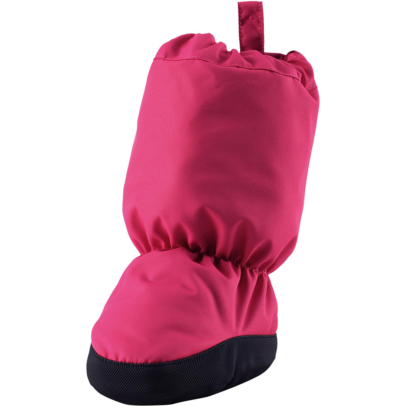 Пинетки Reima AnturaПинетки<br>Характеристики товара:<br><br>• цвет: розовый;<br>• состав: 100% полиэстер;<br>• утеплитель: 200 г/м2 (comfort insulation);<br>• температурный режим: от -10 до -25С;<br>• сезон: зима; <br>• водонепроницаемость: 15000 мм;<br>• воздухопроницаемость: 7000 мм;<br>• износостойкость: 40000 (тест Мартиндейла);<br>• особенности модели: на подкладке;<br>• водонепроницаемый прочный материал;<br>• ветронепроницаемый и грязеотталкивающий материал;<br>• подкладка из полиэстера с небольшим начесом;<br>• антискользящая поверхность подошвы;<br>• логотип Reima;<br>• страна бренда: Финляндия;<br>• страна изготовитель: Китай.<br><br>Зимние пинетки изготовлены из дышащего водонепроницаемого материала, однако швы в них не проклеены – так что лужи придется обходить! Ребристая нескользящая подошва поможет сделать первые шаги на свежем воздухе, кроме того, материал отталкивает грязь. А с мягкой трикотажной подкладкой с начесом в пинетках невероятно удобно. <br><br>Пинетки Antura Reima от финского бренда Reima (Рейма) можно купить в нашем интернет-магазине.<br><br>Ширина мм: 152<br>Глубина мм: 126<br>Высота мм: 93<br>Вес г: 242<br>Цвет: розовый<br>Возраст от месяцев: 12<br>Возраст до месяцев: 18<br>Пол: Унисекс<br>Возраст: Детский<br>Размер: 2,0,1<br>SKU: 6908714