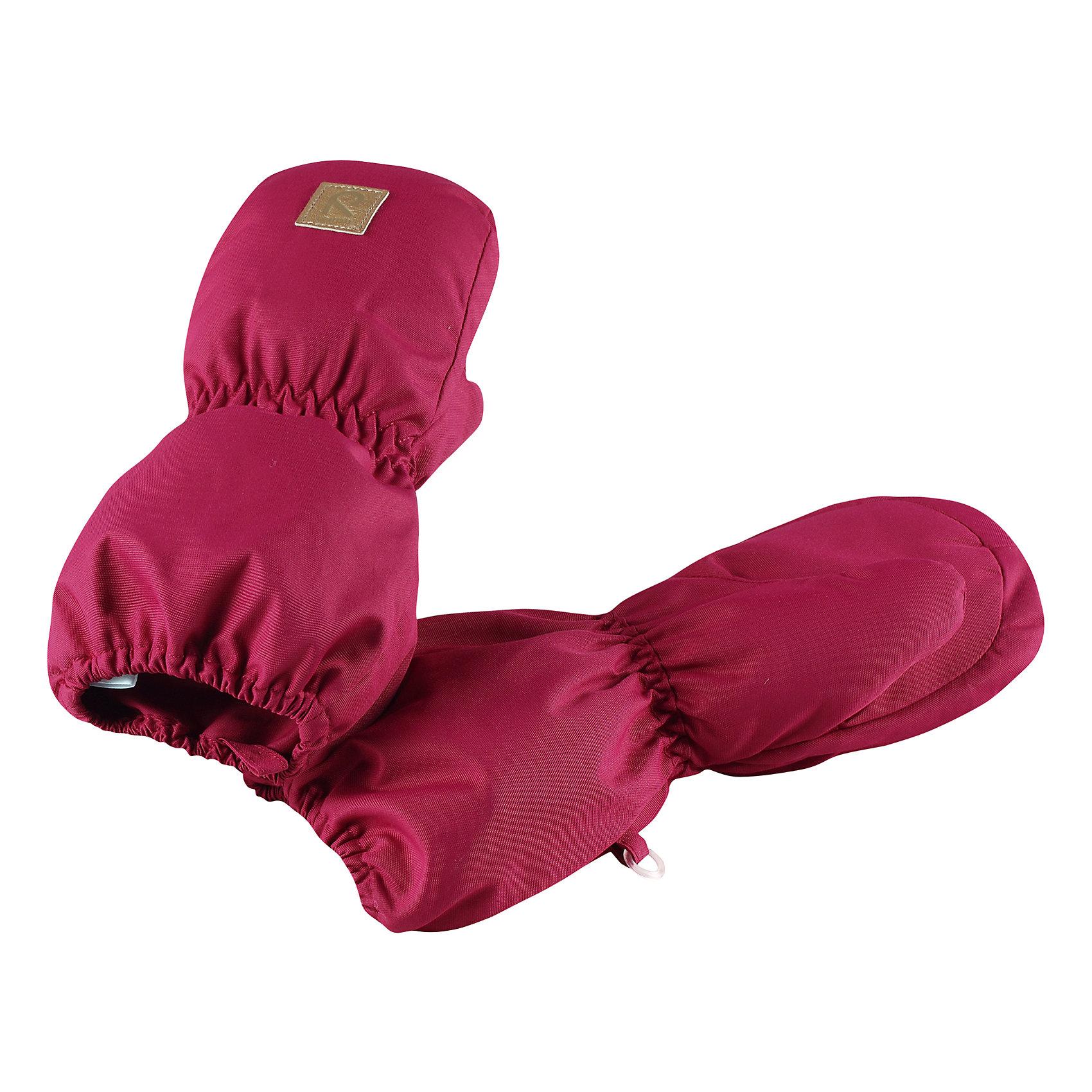 Варежки Reima HuiskeПерчатки, варежки<br>Характеристики товара:<br><br>• цвет: розовый;<br>• состав: 100% полиэстер;<br>• утеплитель: 80 г/м2 (comfort insulation);<br>• температурный режим: от 0 до -30С;<br>• сезон: зима; <br>• водонепроницаемость: 8000 мм;<br>• воздухопроницаемость: 7000 мм;<br>• износостойкость: 30000 (тест Мартиндейла);<br>• особенности модели: на подкладке;<br>• водонепроницаемый прочный материал;<br>• ветронепроницаемый и грязеотталкивающий материал;<br>• теплая шерстяная ворсистая подкладка;<br>• логотип Reima спереди;<br>• страна бренда: Финляндия;<br>• страна изготовитель: Китай.<br><br>Зимние варежки для малышей отлично согреют в морозный зимний день. Варежки сшиты из водонепроницаемого материала, но не снабжены водонепроницаемой вставкой, так что мы не рекомендуем носить их в мокрую погоду.<br>Ветронепроницаемый дышащий материал, утеплитель и теплая шерстяная подкладка с ворсом надежно согреют маленькие пальчики. А в сильные морозы под них можно надеть теплые шерстяные варежки – в это просторной модели специально предусмотрен запас места!<br><br>Варежки Huiske Reima от финского бренда Reima (Рейма) можно купить в нашем интернет-магазине.<br><br>Ширина мм: 162<br>Глубина мм: 171<br>Высота мм: 55<br>Вес г: 119<br>Цвет: розовый<br>Возраст от месяцев: 12<br>Возраст до месяцев: 24<br>Пол: Унисекс<br>Возраст: Детский<br>Размер: 2,0,1<br>SKU: 6908734
