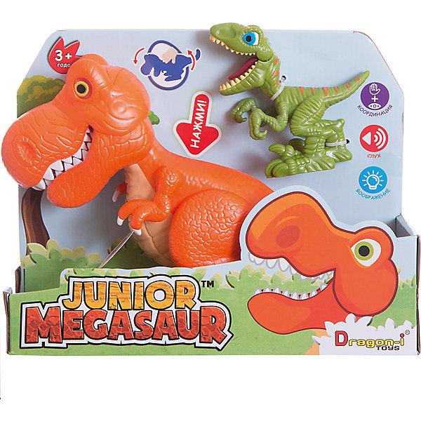 Игрушка динозавра, со светом и звуком, Junior MegasaurИнтерактивные животные<br>Характеристики товара:<br><br>• возраст: от 3 лет;<br>• материал: пластик;<br>• тип батареек : 2 батарейки АА ;<br>• наличие батареек : демонстрационные батарейки;<br>• размер упаковки:31х11х26 см;<br>• вес упаковки: 657 гр.;<br>•страна обладатель бренда: США. <br><br>Перед вами набор сразу с двумя чудесными динозаврами. Один из них небольшой  зеленый ящер, а другой большой оранжевый - интерактивный. Он оснащен световыми и звуковыми эффектами: при наклоне корпуса динозавра у него будут светиться глаза, он зарычит и начнёт хлопать пастью. При этом динозавр может захватывать мелкие предметы со стола или с пола.<br><br>Маленький динозавр - при нажатии на спинку открывает пасть, большой - рычит, при этом у него светятся глаза. С такими игрушками ребенок весело проведет время и придумает множество различных историй.<br><br>Игрушку динозавр Junior Megasaur, со светом и звуком  можно приобрести в нашем интернет-магазине.<br><br>Ширина мм: 310<br>Глубина мм: 110<br>Высота мм: 240<br>Вес г: 657<br>Возраст от месяцев: 36<br>Возраст до месяцев: 2147483647<br>Пол: Мужской<br>Возраст: Детский<br>SKU: 6916225