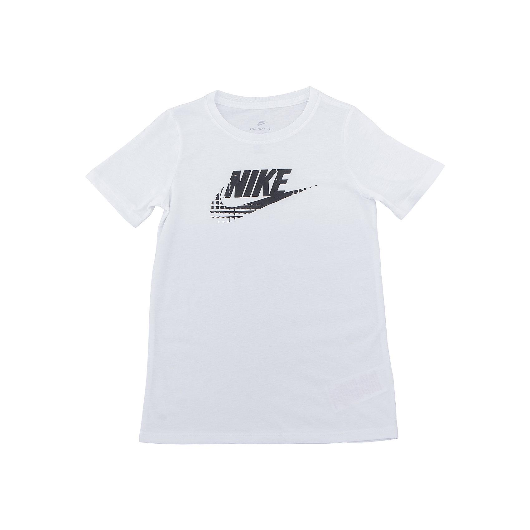 Футболка NIKEСпортивная форма<br>Характеристики товара:<br><br>• цвет: белый<br>• состав ткани: 50% полиэстер, 25% вискоза, 25% хлопок<br>• сезон: лето<br>• особенности модели: спортивный стиль<br>• короткие рукава<br>• страна бренда: США<br>• страна изготовитель: Турция<br><br>Белая детская футболка сделана из материала с добавлением натурального хлопка, позволяющего коже дышать. Стильная спортивная футболка Nike декорирована логотипом на груди. Такая футболка от Nike может быть одеждой для тренировок или дополнять наряд в спортивном стиле. <br><br>Футболку Nike (Найк) можно купить в нашем интернет-магазине.<br><br>Ширина мм: 199<br>Глубина мм: 10<br>Высота мм: 161<br>Вес г: 151<br>Цвет: белый<br>Возраст от месяцев: 84<br>Возраст до месяцев: 96<br>Пол: Унисекс<br>Возраст: Детский<br>Размер: 122/128,128/134<br>SKU: 6921220
