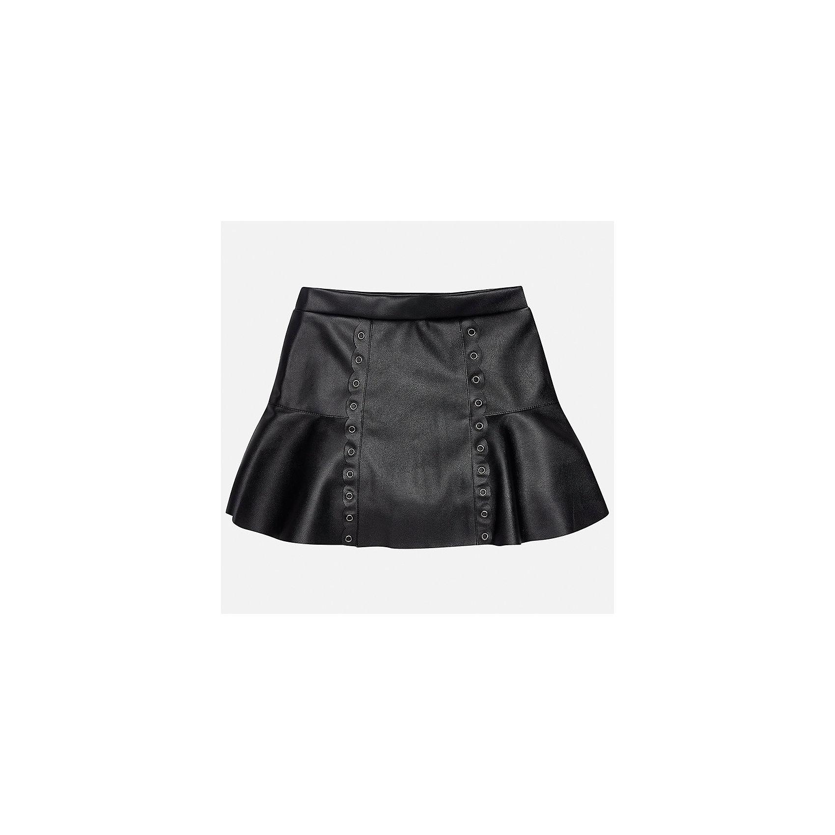 Юбка Mayoral для девочкиЮбки<br>Характеристики товара:<br><br>• цвет: черный<br>• состав ткани: 100% полиуретан, подкладка - 100% хлопок<br>• сезон: круглый год<br>• металлические клепки<br>• страна бренда: Испания<br>• страна изготовитель: Индия<br><br>Черная оригинальная юбка от бренда Майорал поможет девочке выглядеть женственно и стильно. Юбка имеет хлопковую подкладку.<br><br>В одежде от испанской компании Майорал ребенок будет выглядеть модно, а чувствовать себя - комфортно. Целая команда европейских талантливых дизайнеров работает над созданием стильных и оригинальных моделей одежды.<br><br>Юбку для девочки Mayoral (Майорал) можно купить в нашем интернет-магазине.<br><br>Ширина мм: 207<br>Глубина мм: 10<br>Высота мм: 189<br>Вес г: 183<br>Цвет: черный<br>Возраст от месяцев: 108<br>Возраст до месяцев: 120<br>Пол: Женский<br>Возраст: Детский<br>Размер: 140,152,158,164,170,128/134<br>SKU: 6922417