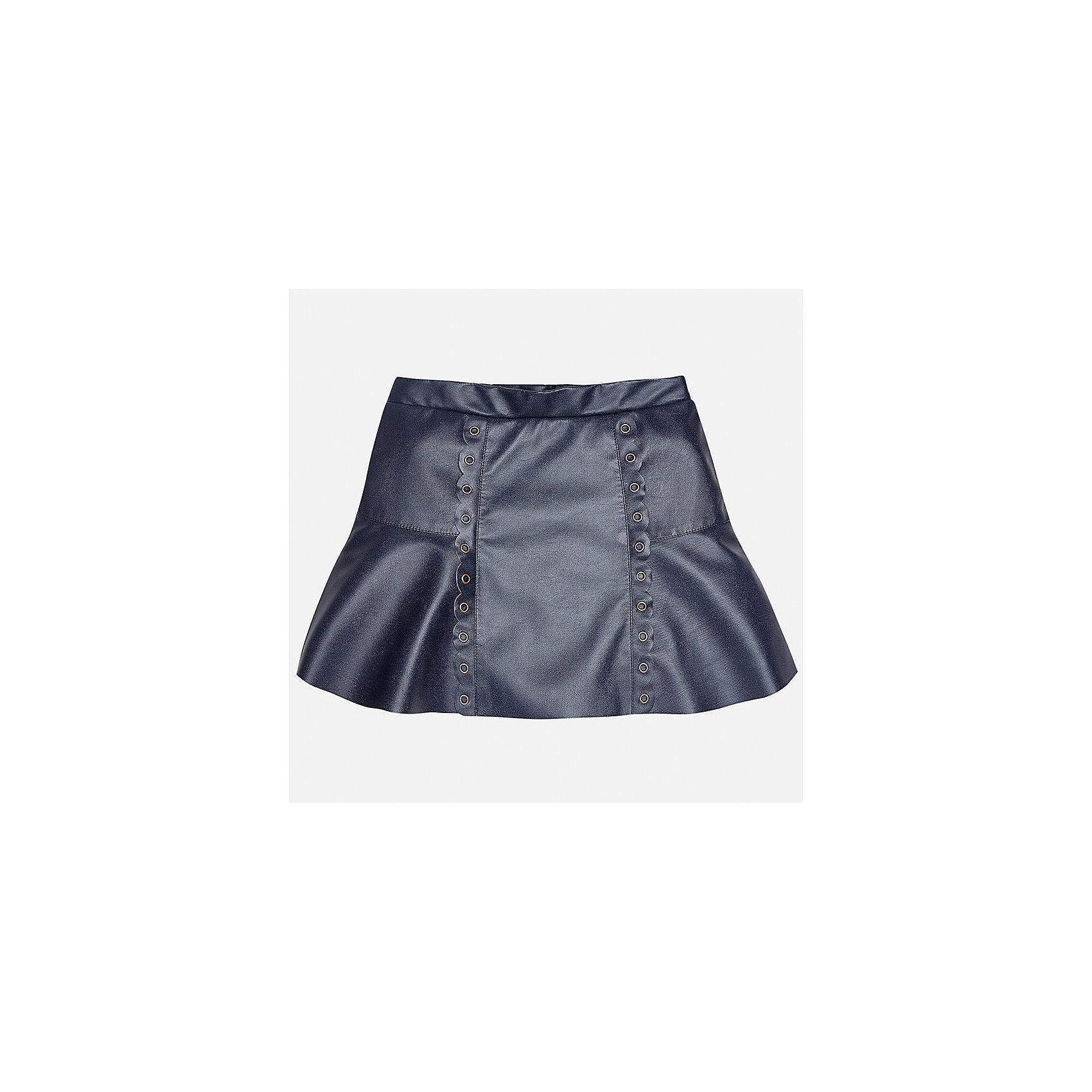 Юбка Mayoral для девочкиЮбки<br>Характеристики товара:<br><br>• цвет: синий<br>• состав ткани: 100% полиуретан, подкладка - 100% хлопок<br>• сезон: круглый год<br>• металлические клепки<br>• страна бренда: Испания<br>• страна изготовитель: Индия<br><br>Эта юбка отличается интересным фасоном и отделкой. Оригинальная юбка от бренда Майорал поможет девочке выглядеть женственно и стильно. <br><br>Для производства детской одежды популярный бренд Mayoral использует только качественную фурнитуру и материалы. Оригинальные и модные вещи от Майорал неизменно привлекают внимание и нравятся детям.<br><br>Юбку для девочки Mayoral (Майорал) можно купить в нашем интернет-магазине.<br><br>Ширина мм: 207<br>Глубина мм: 10<br>Высота мм: 189<br>Вес г: 183<br>Цвет: синий<br>Возраст от месяцев: 168<br>Возраст до месяцев: 180<br>Пол: Женский<br>Возраст: Детский<br>Размер: 170,128/134,140,152,158,164<br>SKU: 6922424